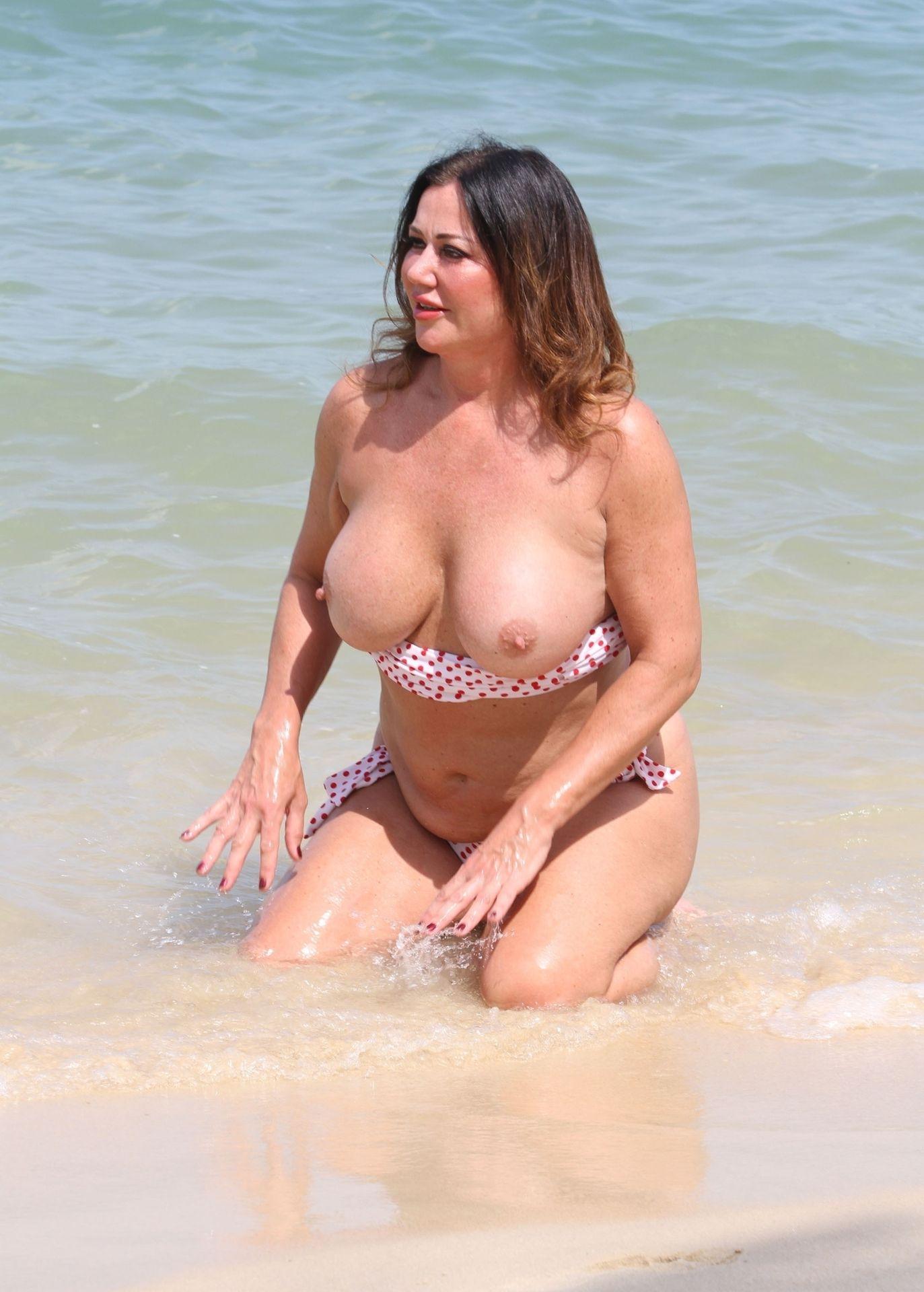 Lisa Appleton Hot & Topless 0012