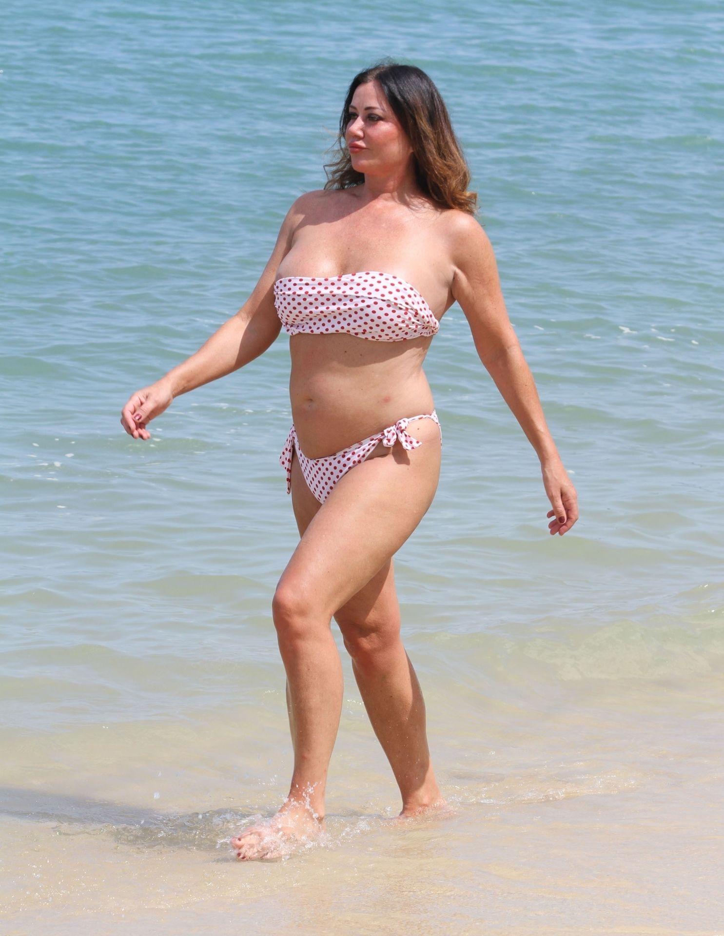 Lisa Appleton Hot & Topless 0015