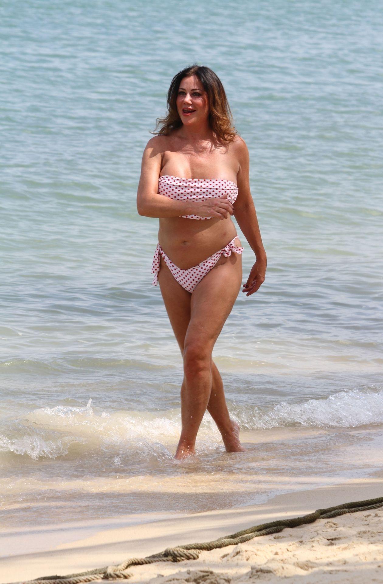 Lisa Appleton Hot & Topless 0030