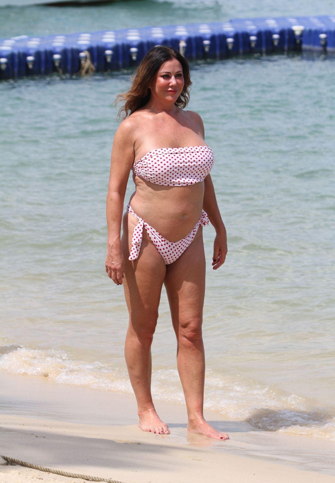 Lisa Appleton Hot & Topless 0040