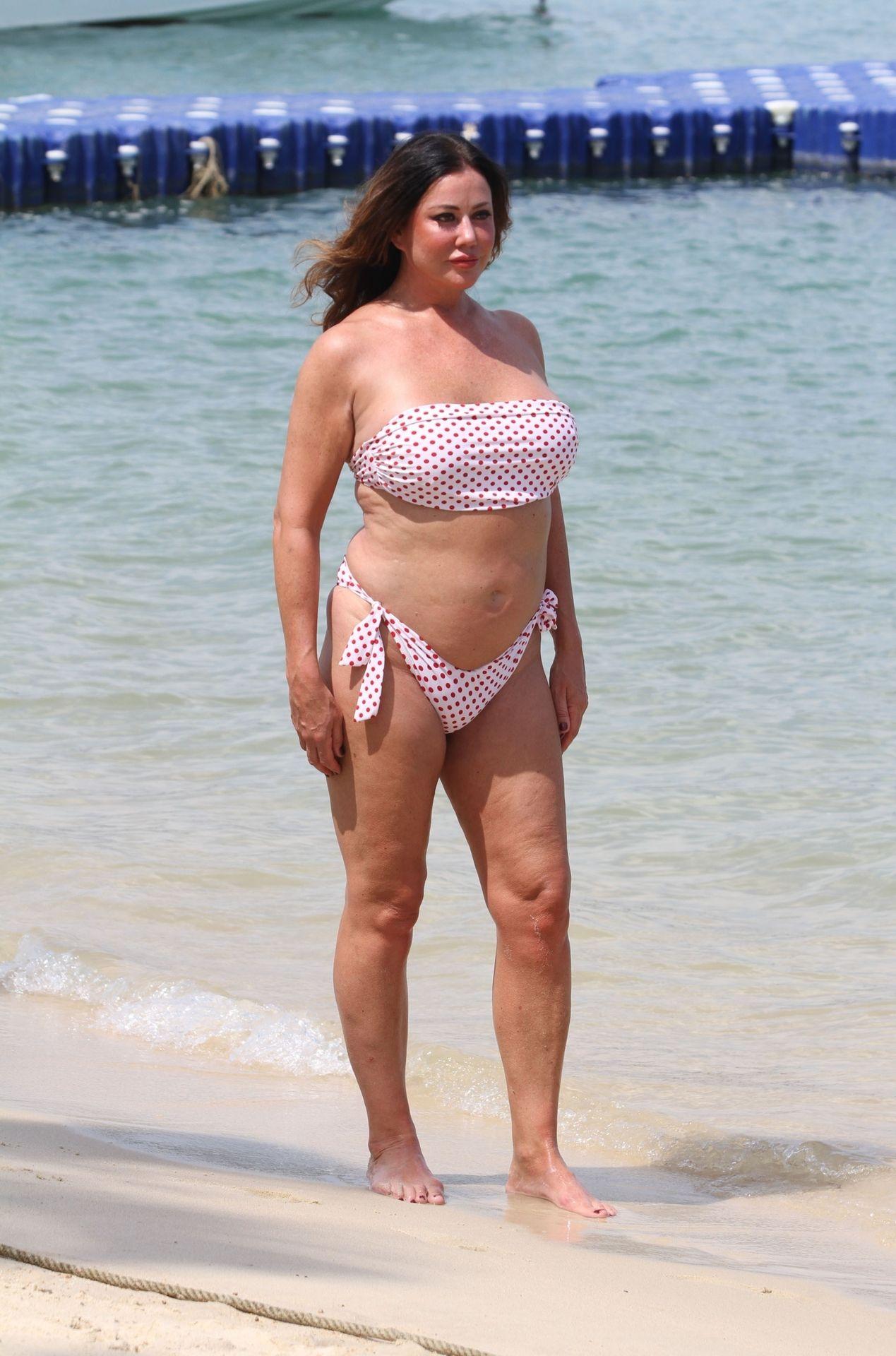 Lisa Appleton Hot & Topless 0041