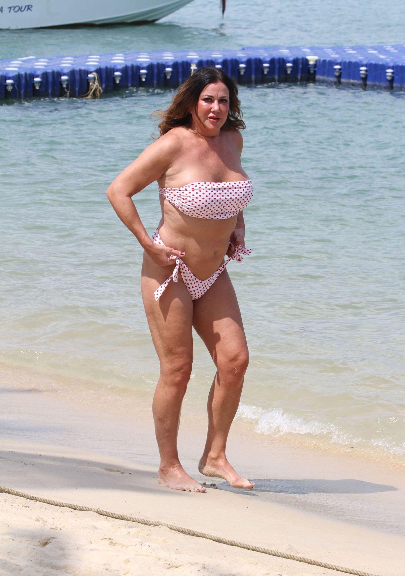 Lisa Appleton Hot & Topless 0042