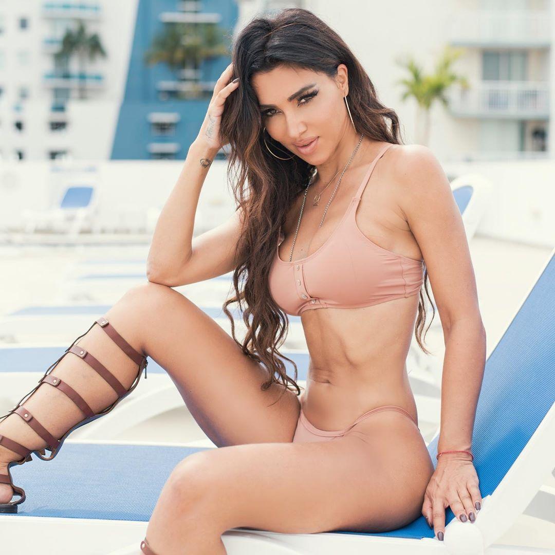 Metisha Schaefer Sexy 0093