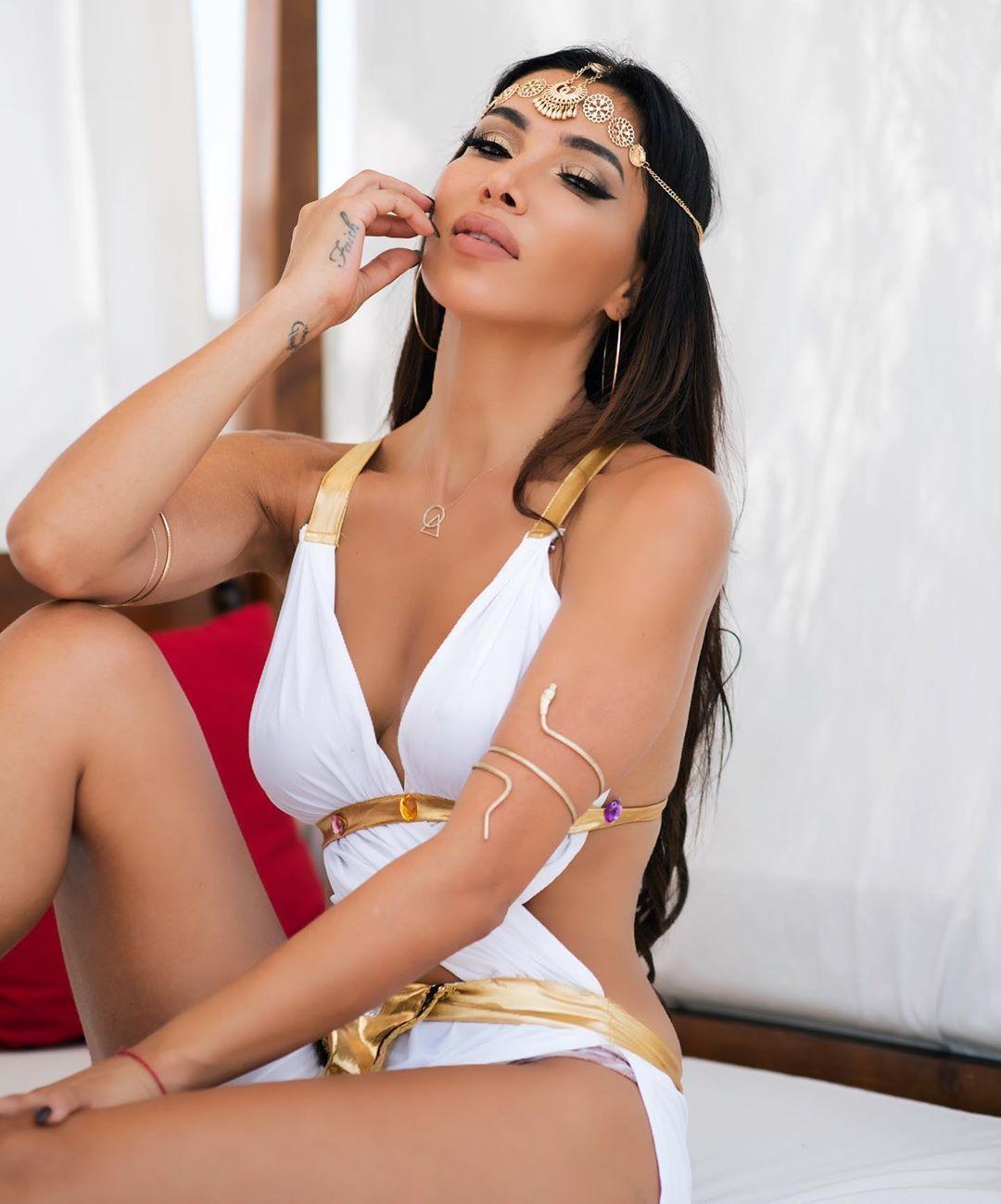 Metisha Schaefer Sexy 0115