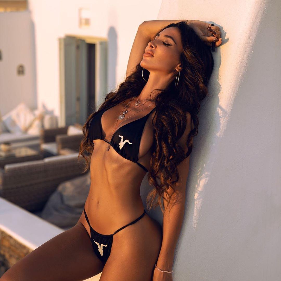 Metisha Schaefer Sexy 0124