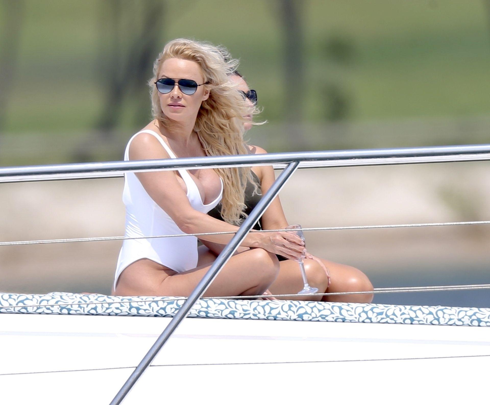 Pamela Anderson Sexy 0001