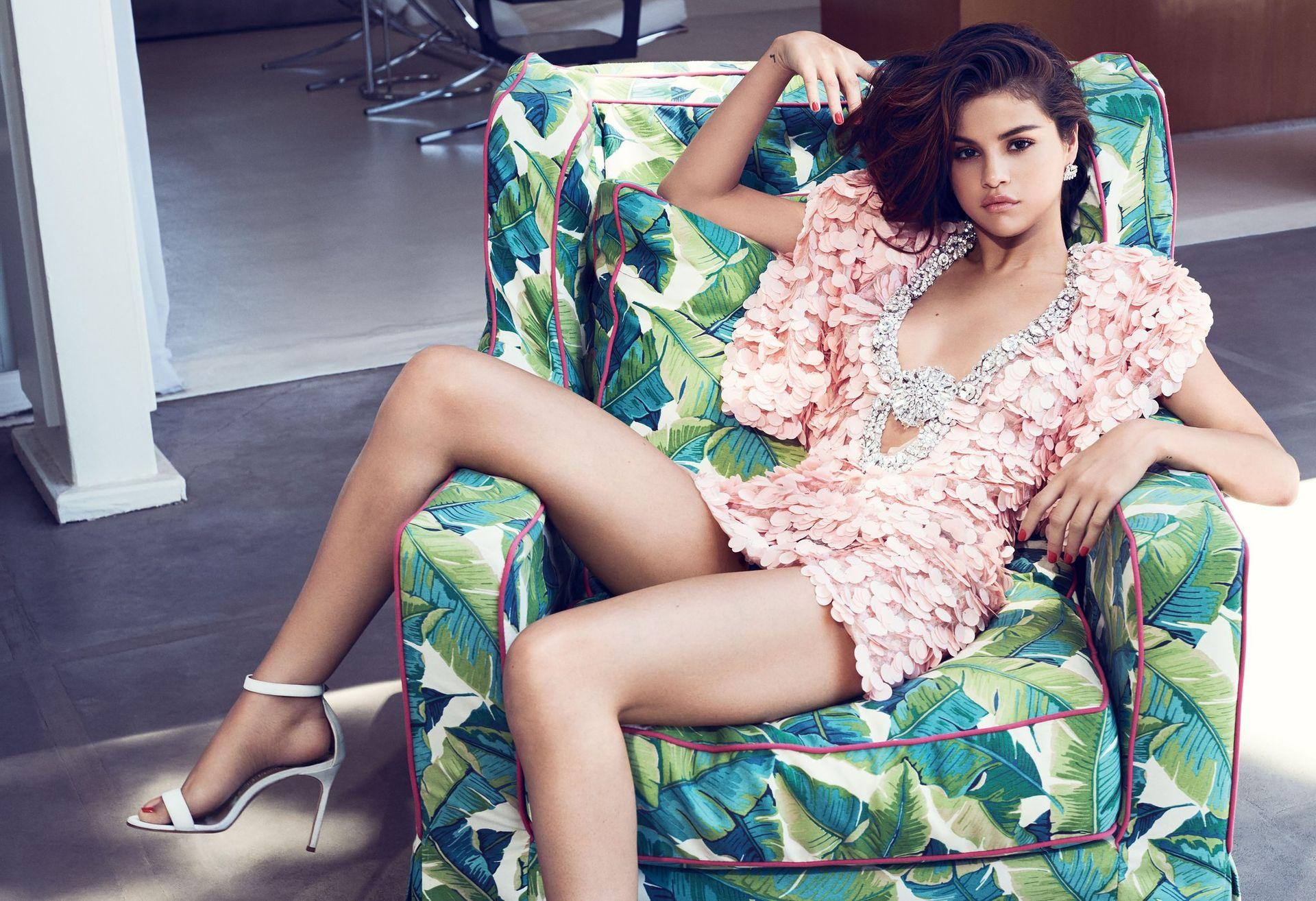 Selena Gomez Sexy 0084
