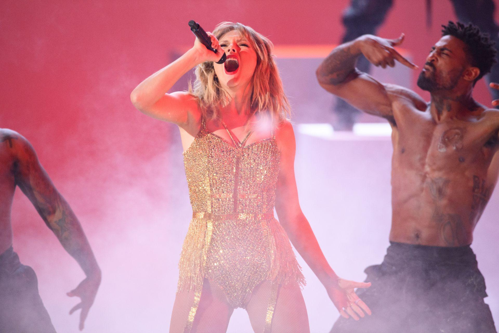 Taylor Swift Sexy 0001