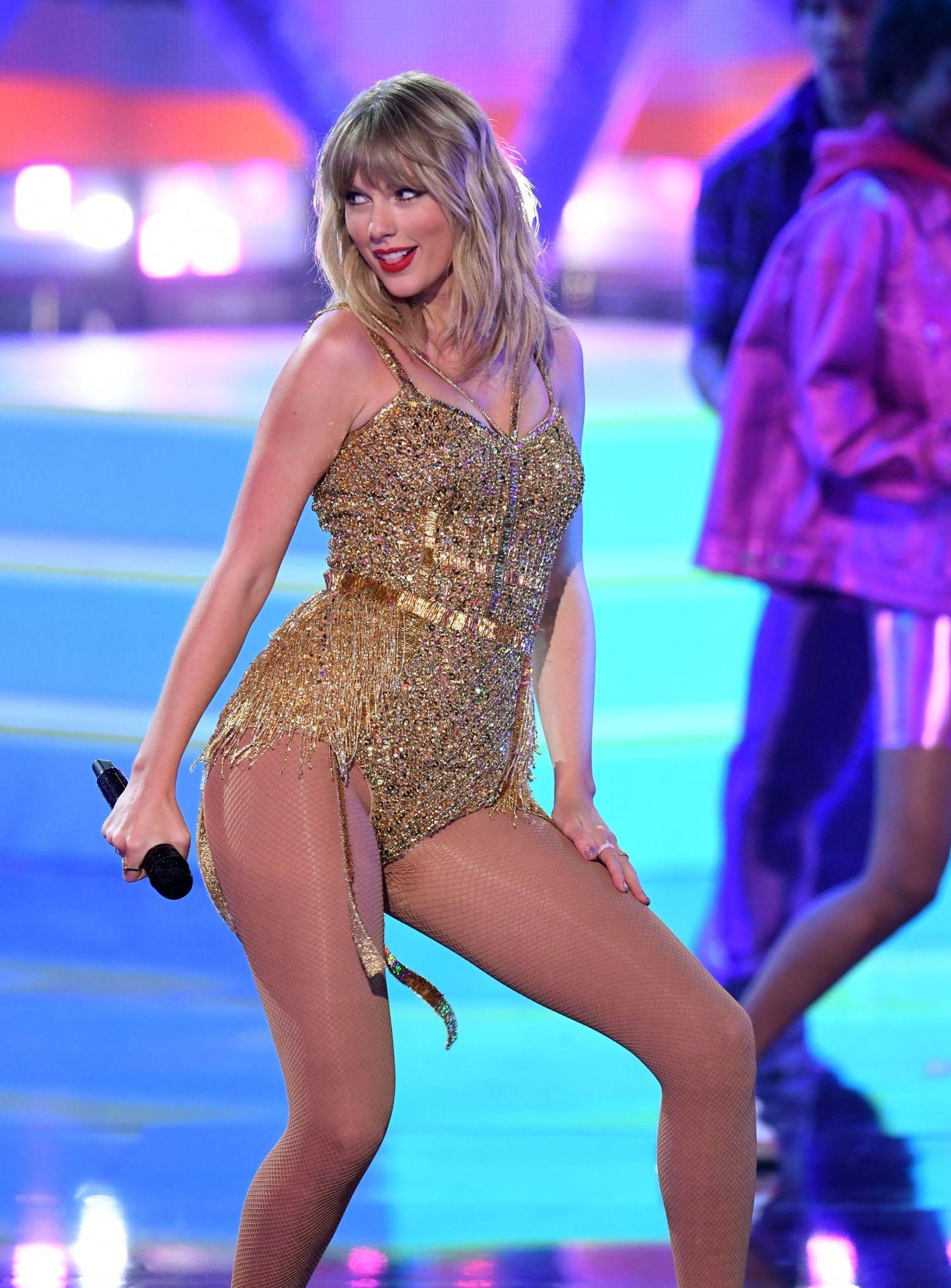 Taylor Swift Sexy 0003
