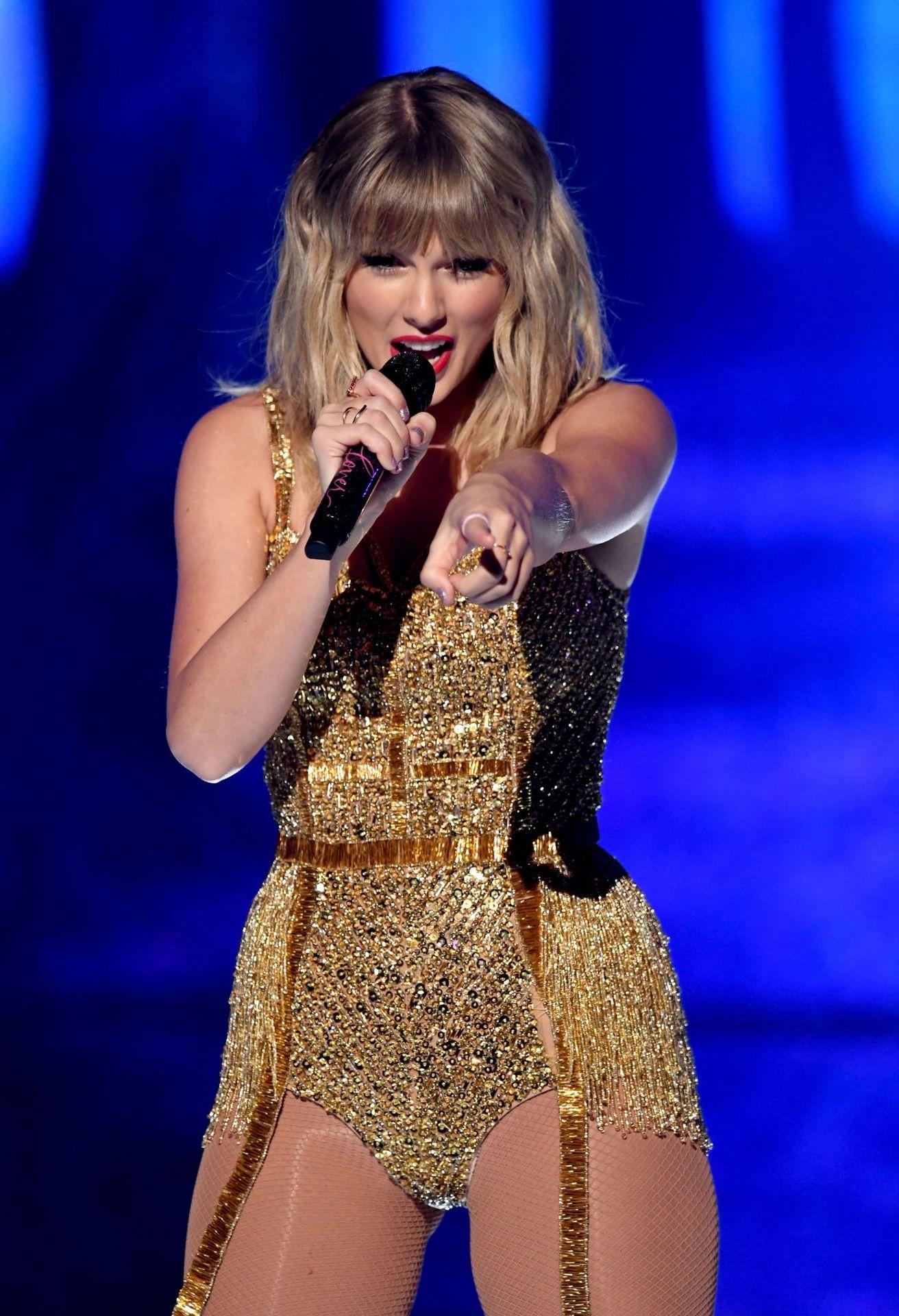Taylor Swift Sexy 0005