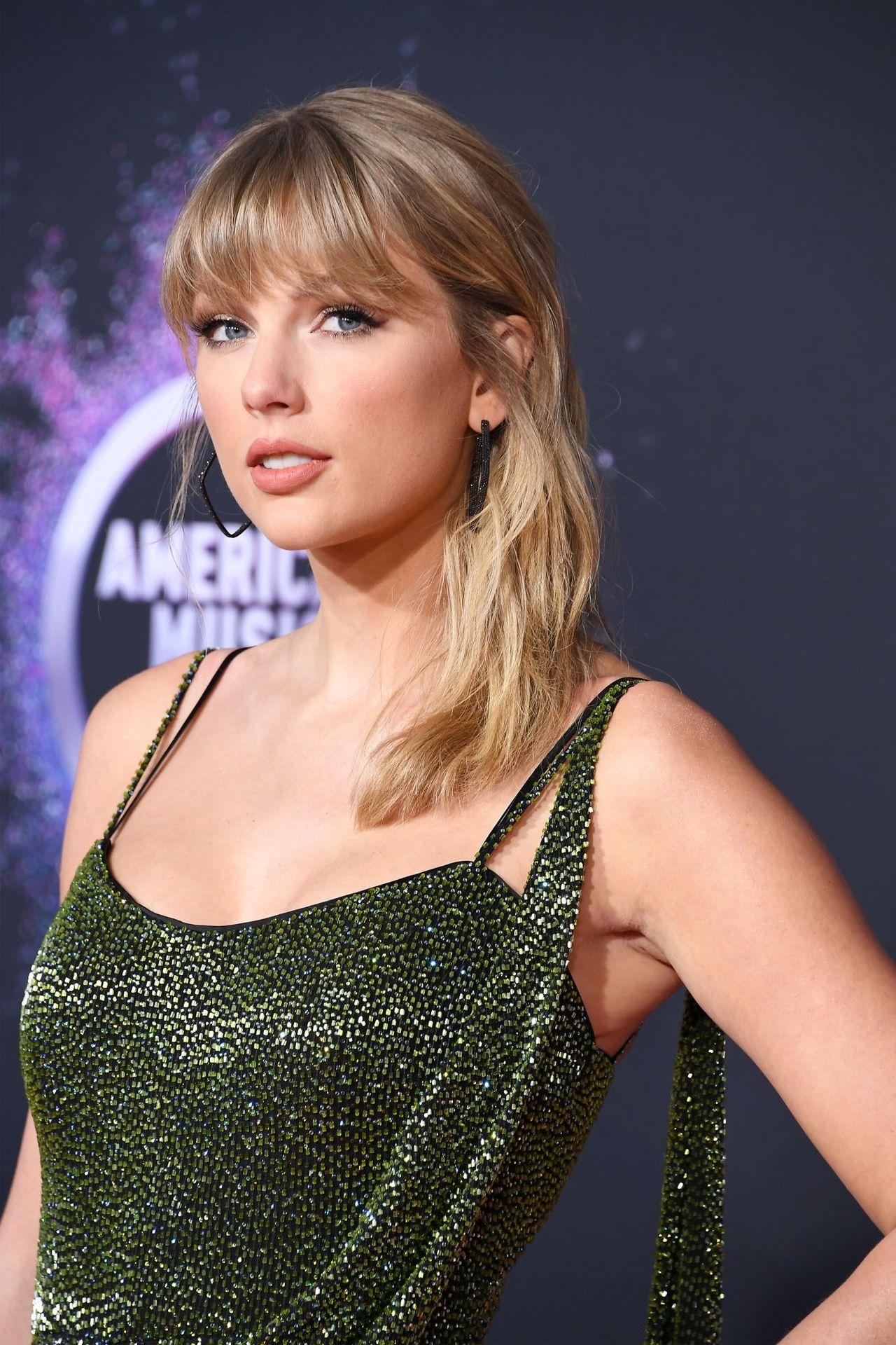 Taylor Swift Sexy 0012