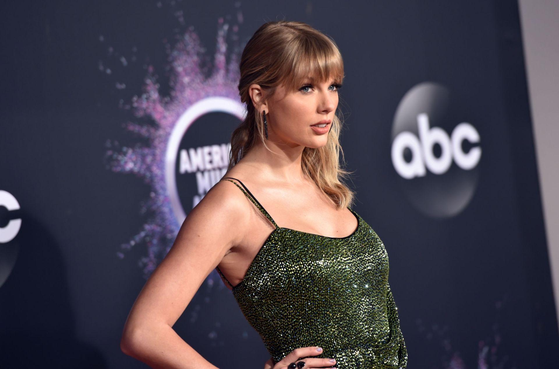 Taylor Swift Sexy 0013