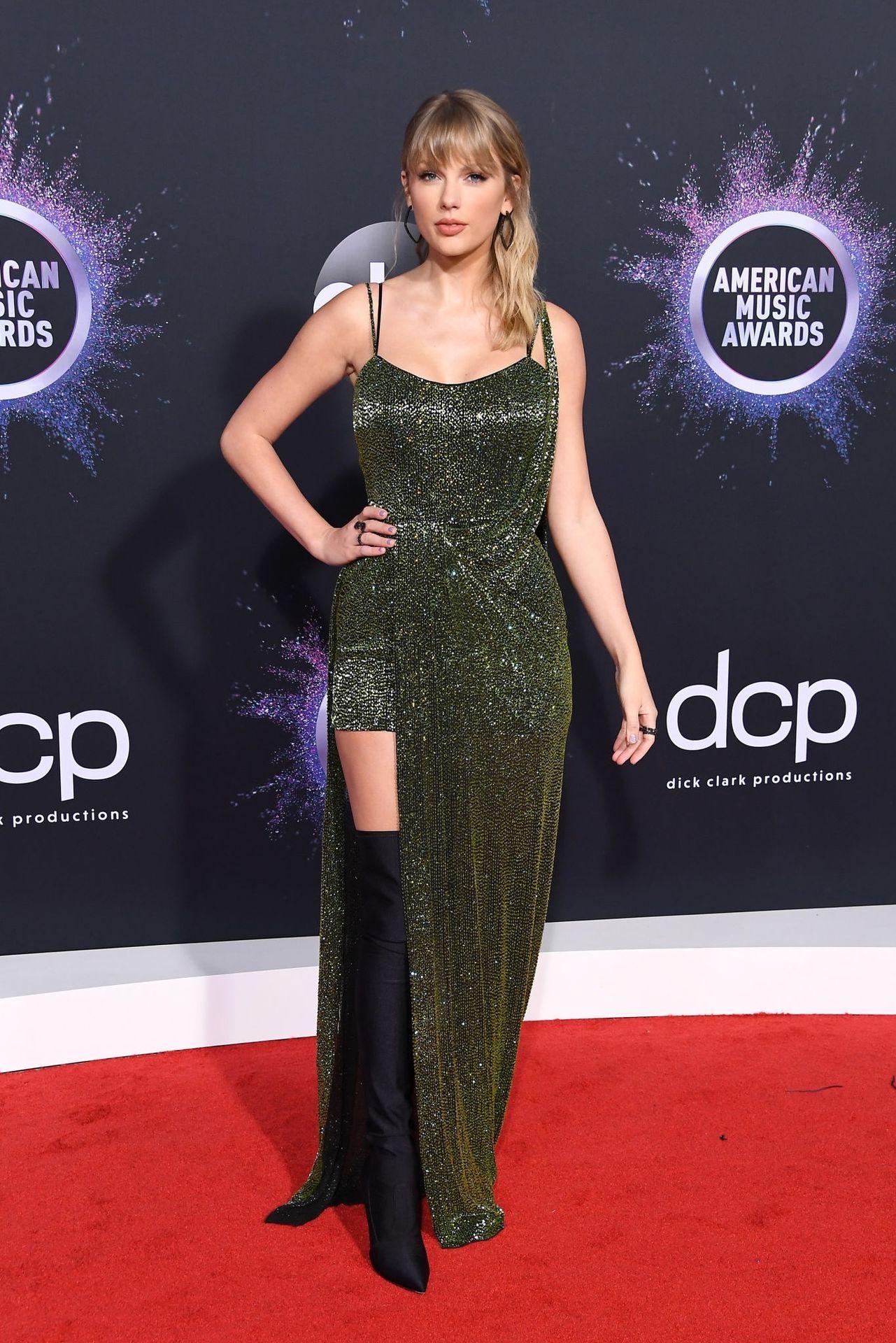Taylor Swift Sexy 0016