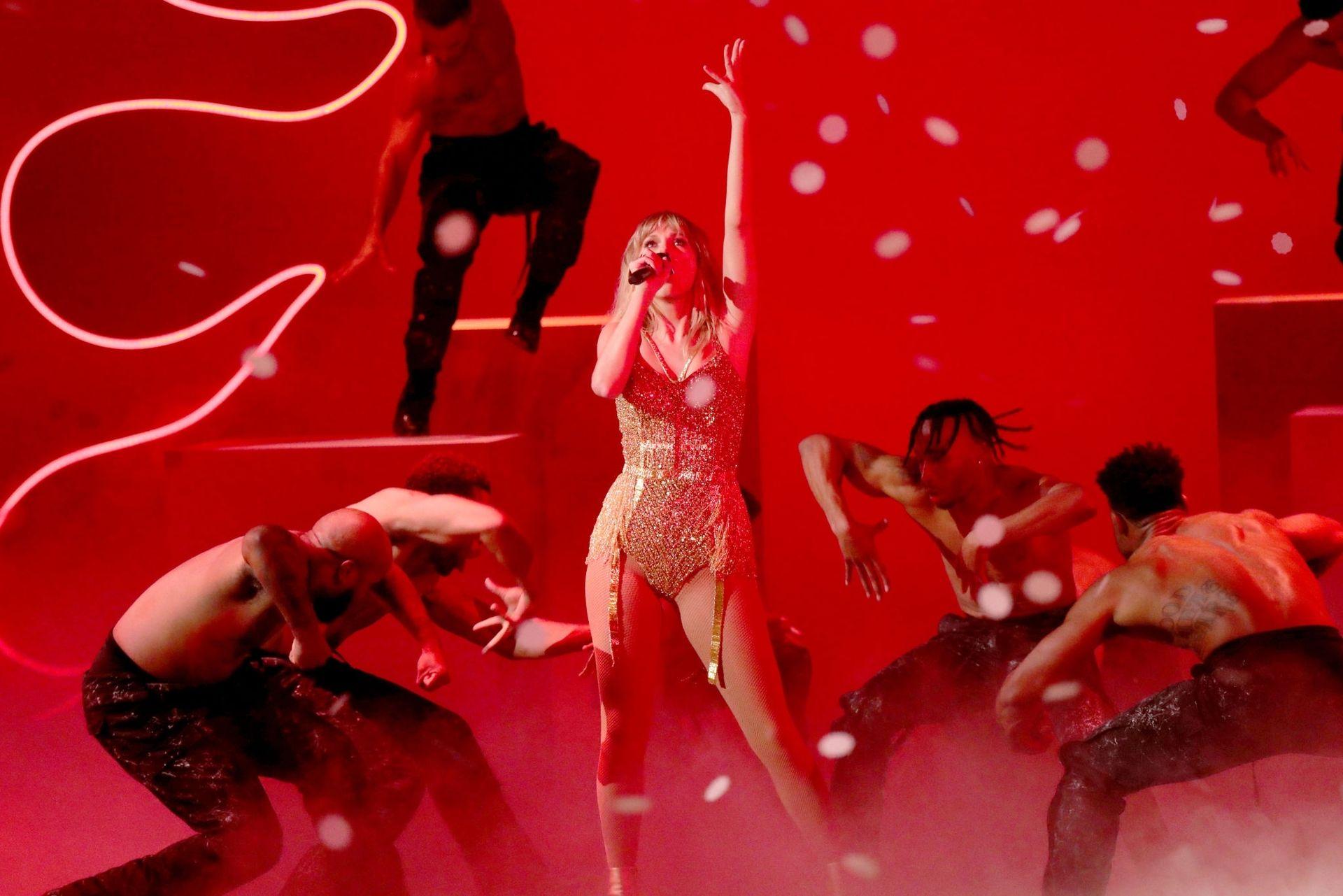 Taylor Swift Sexy 0018