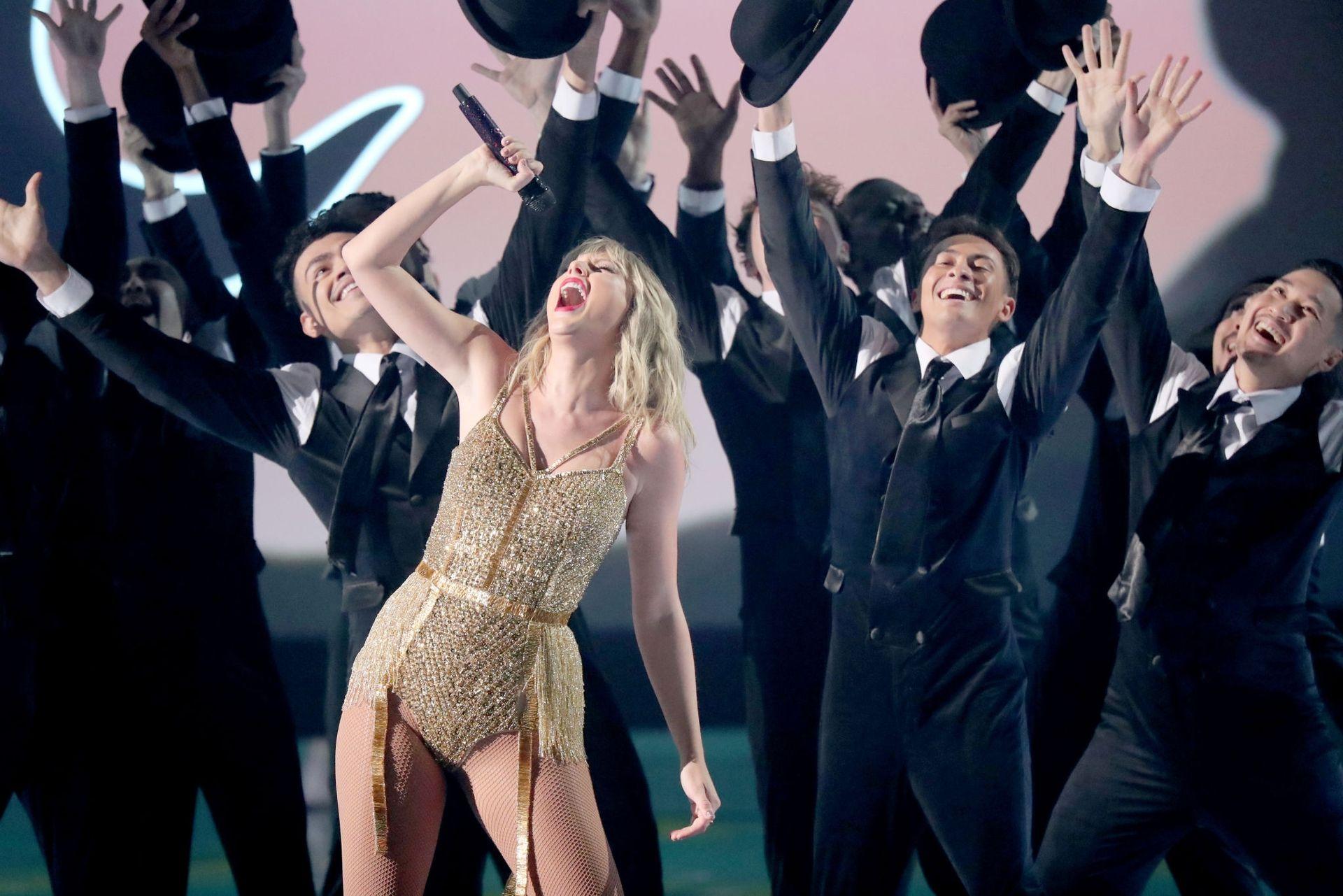Taylor Swift Sexy 0019
