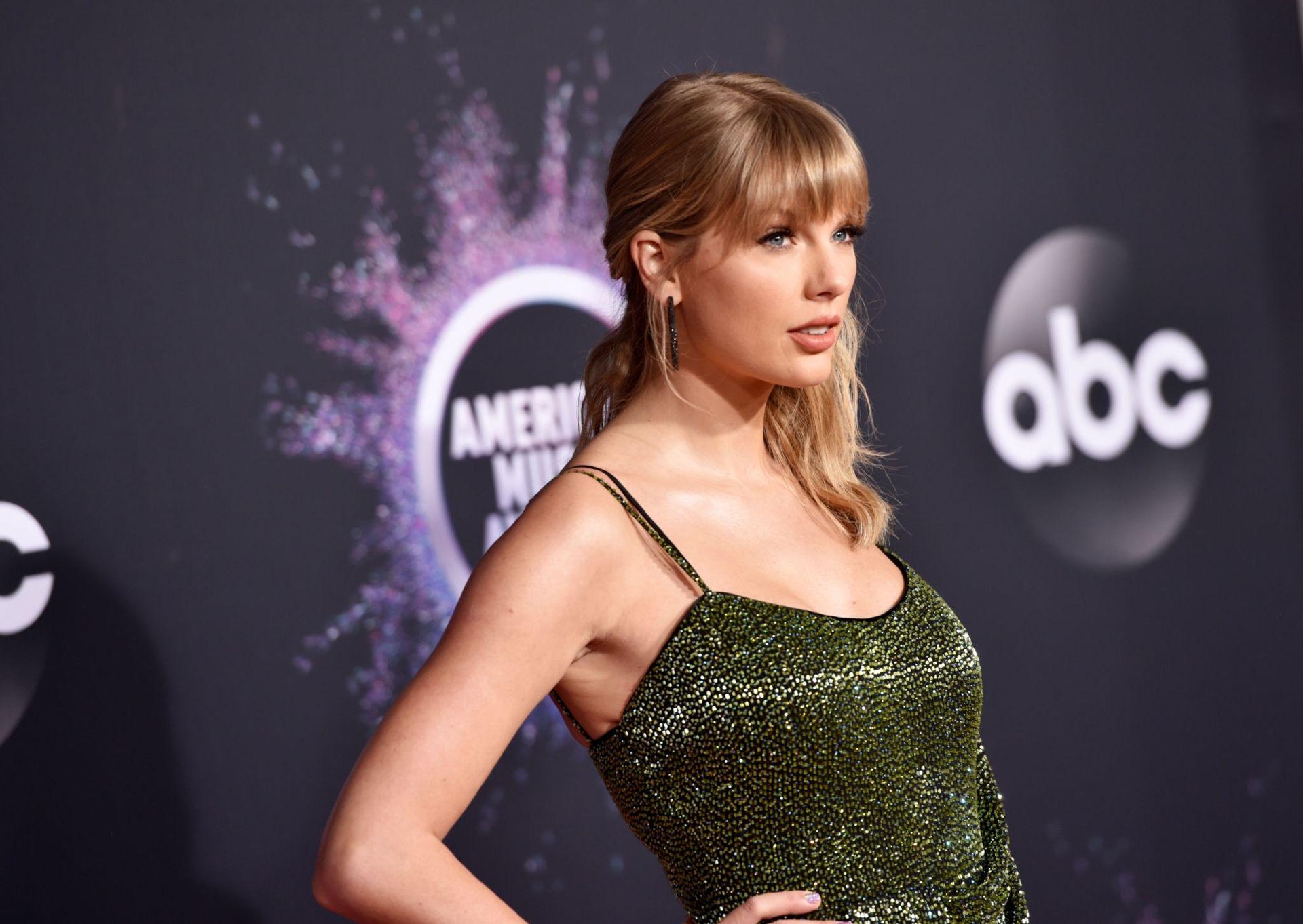 Taylor Swift Sexy 0022