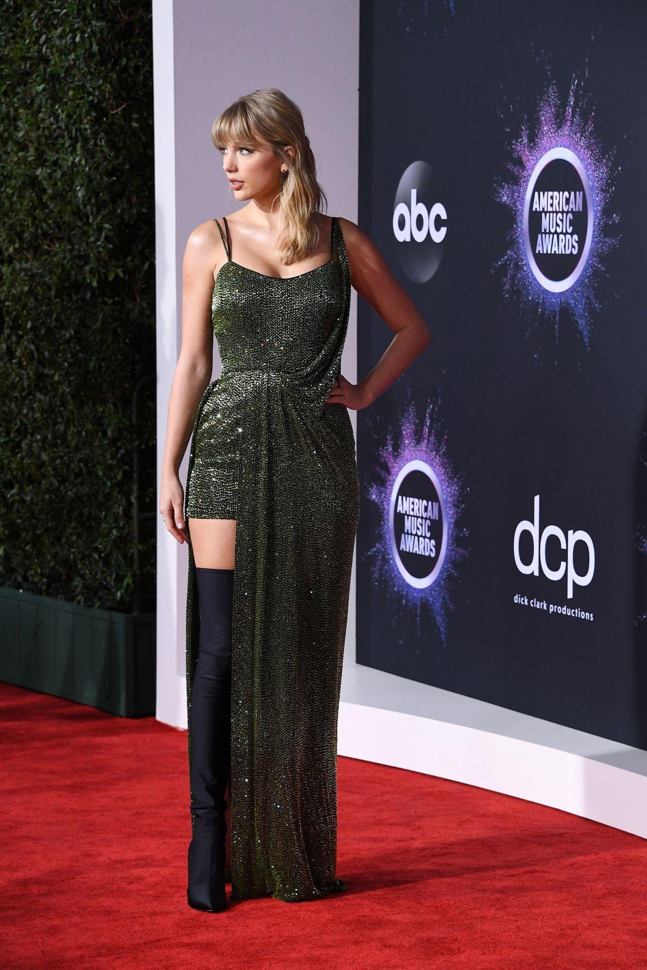 Taylor Swift Sexy 0024