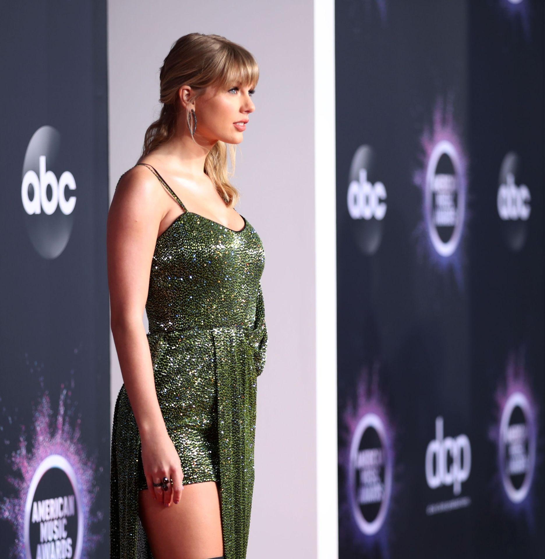 Taylor Swift Sexy 0029