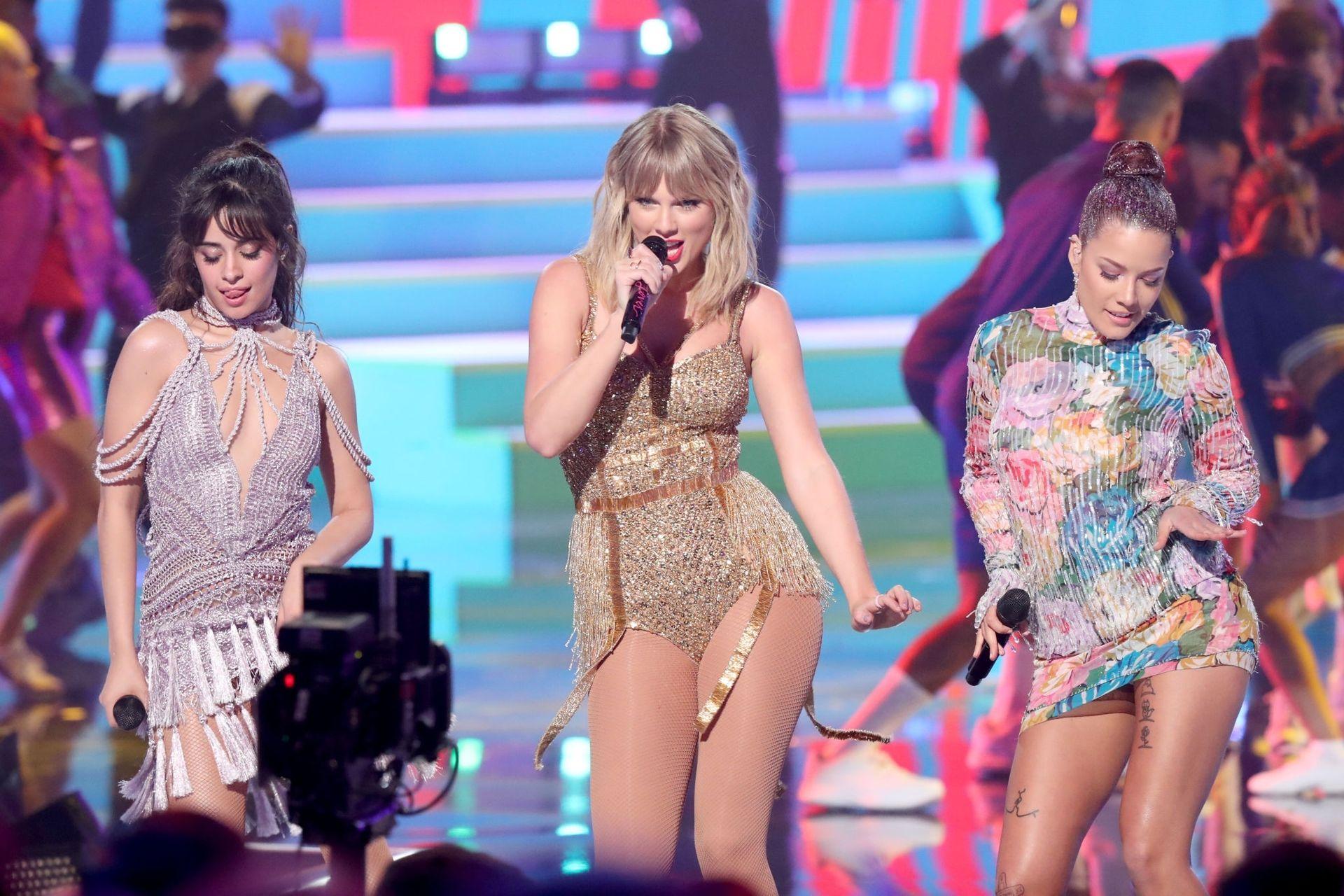 Taylor Swift Sexy 0031