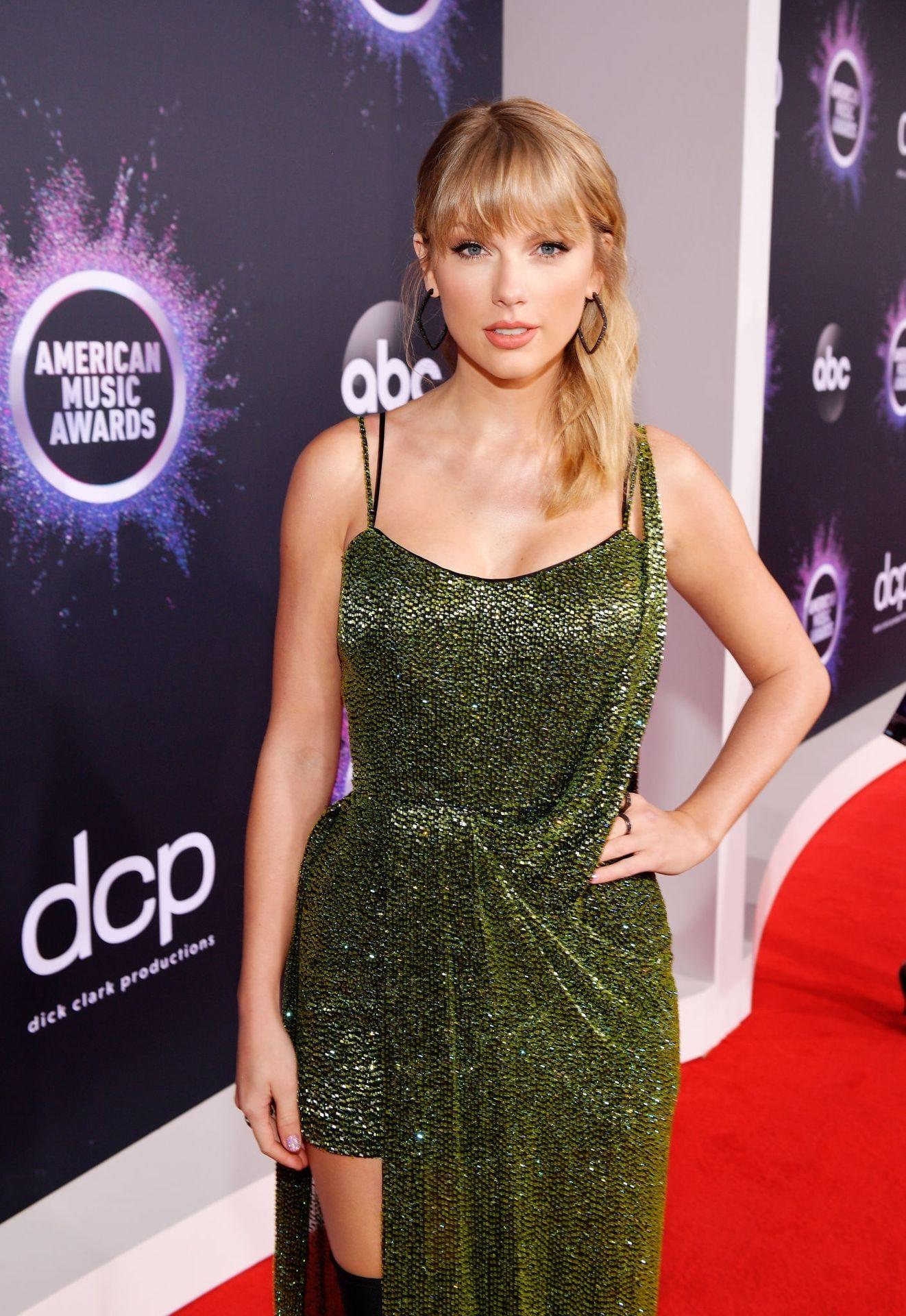 Taylor Swift Sexy 0032