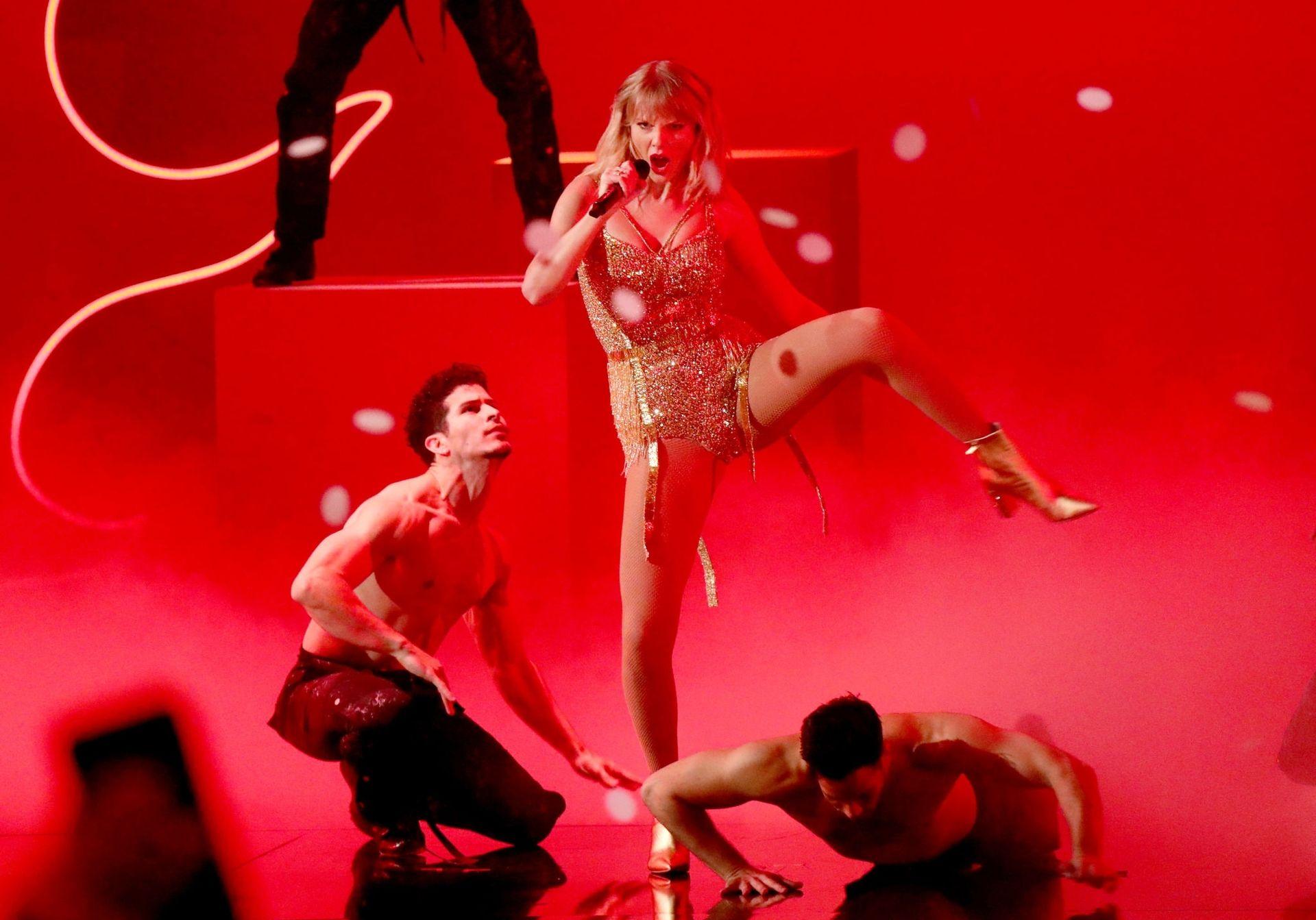 Taylor Swift Sexy 0034