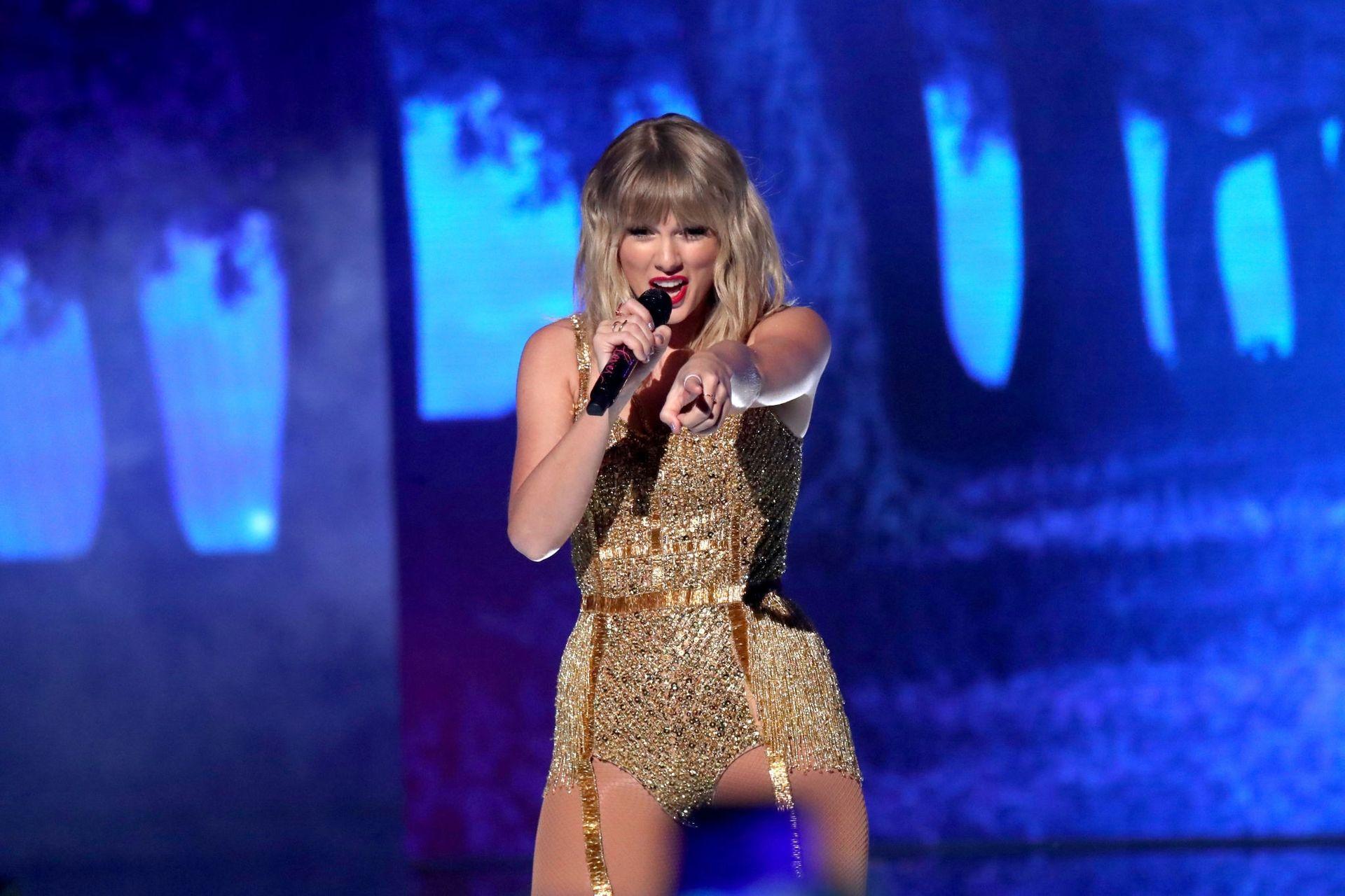 Taylor Swift Sexy 0035