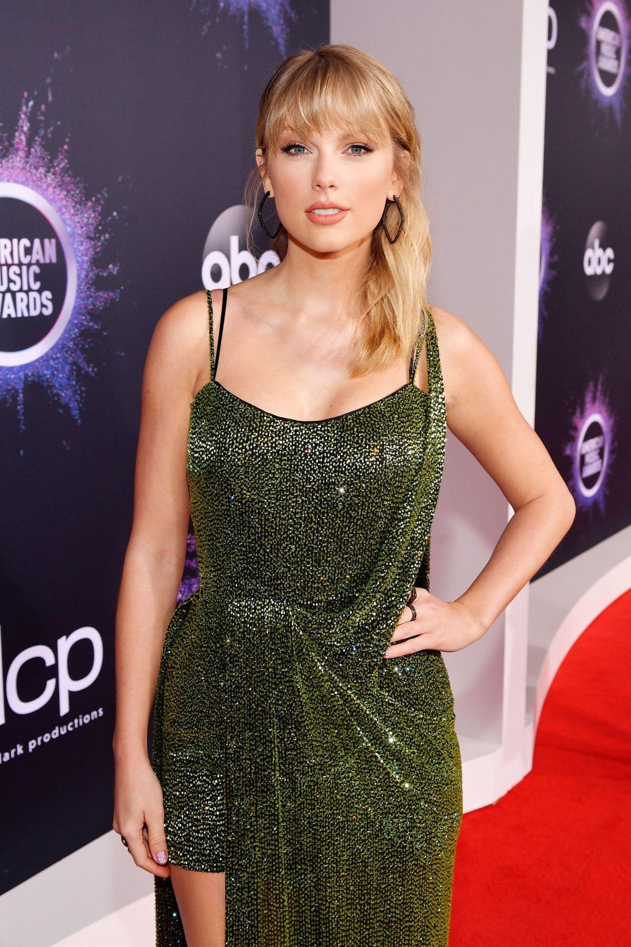 Taylor Swift Sexy 0036