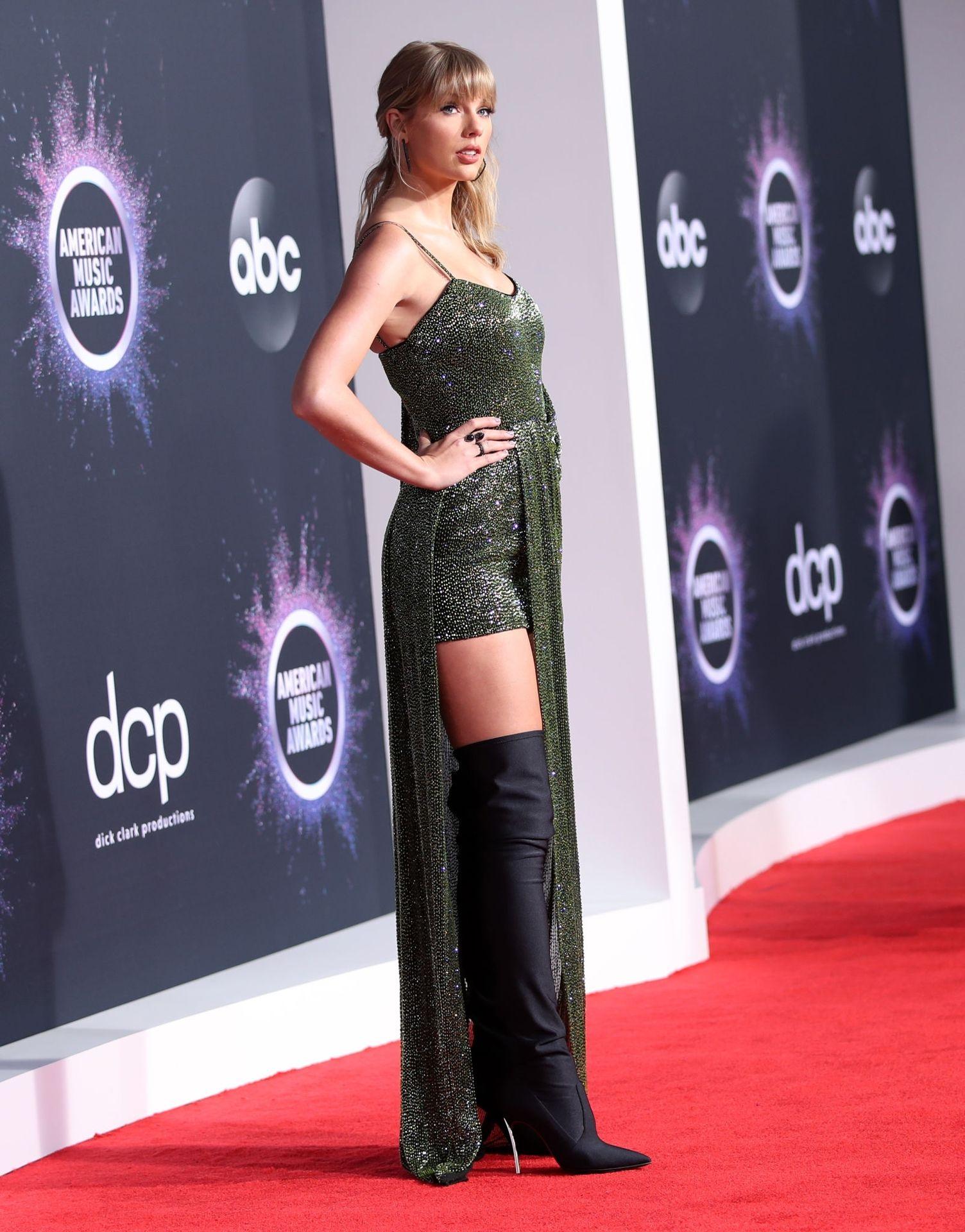 Taylor Swift Sexy 0037