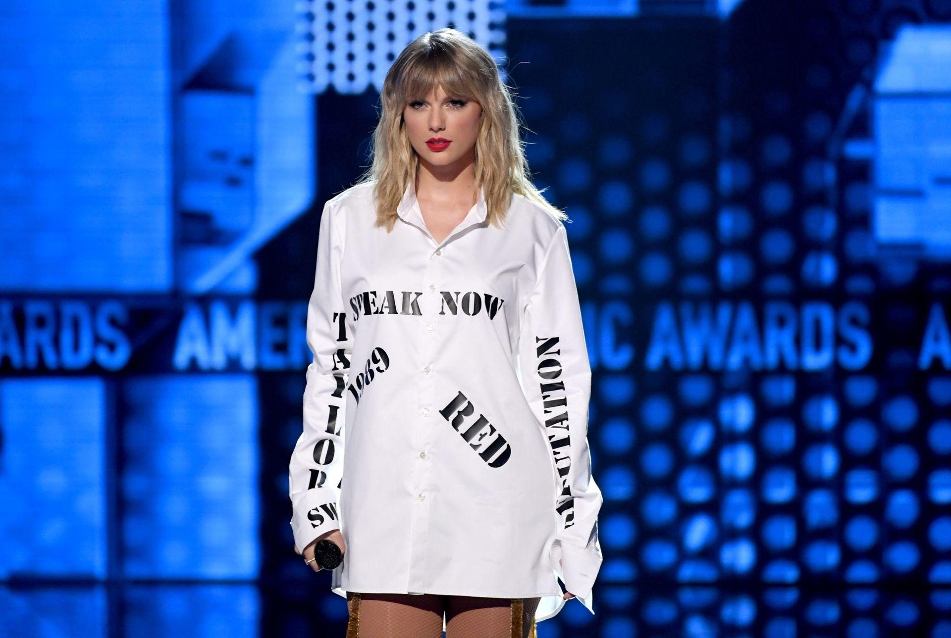 Taylor Swift Sexy 0038