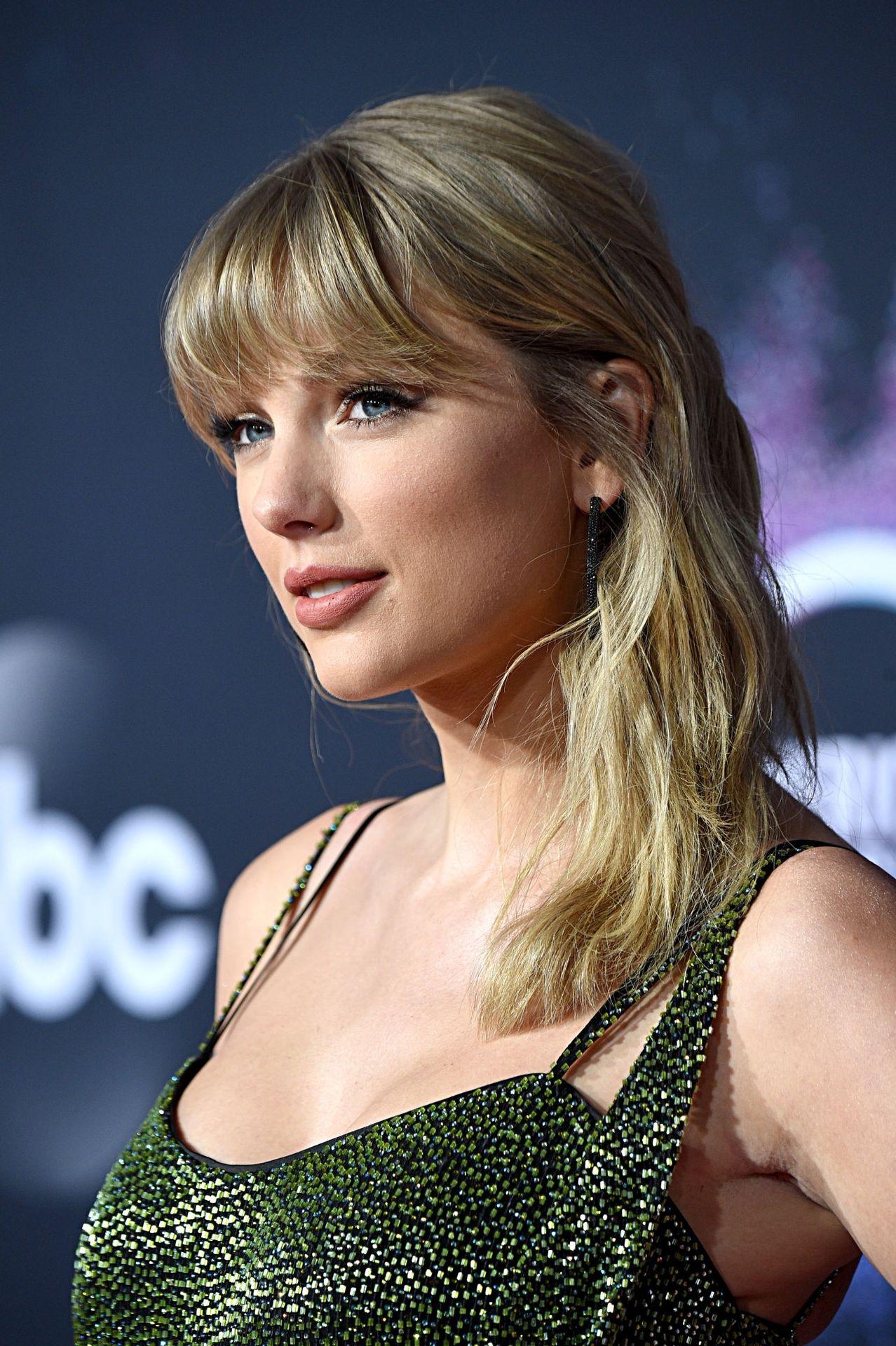 Taylor Swift Sexy 0039