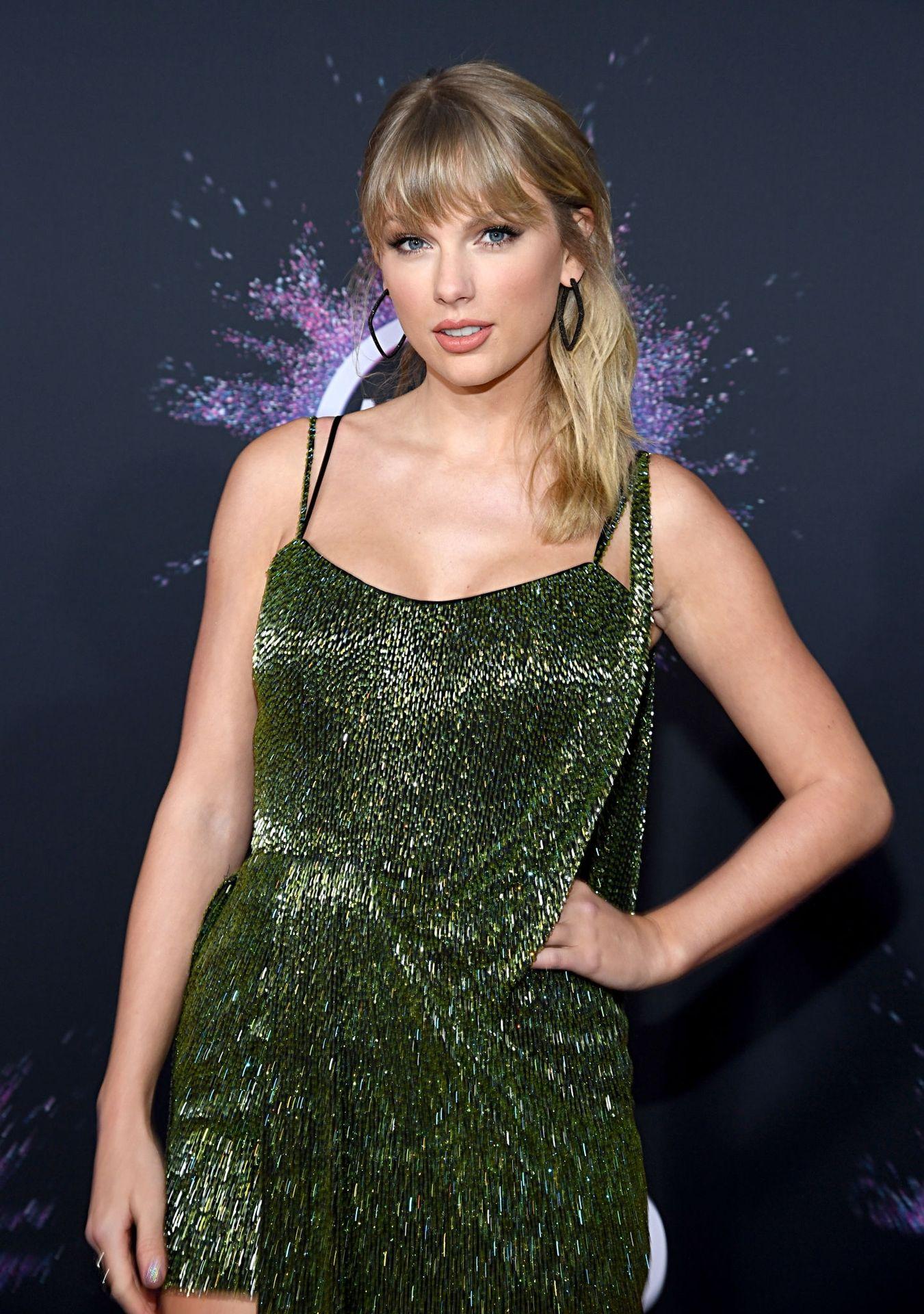 Taylor Swift Sexy 0040