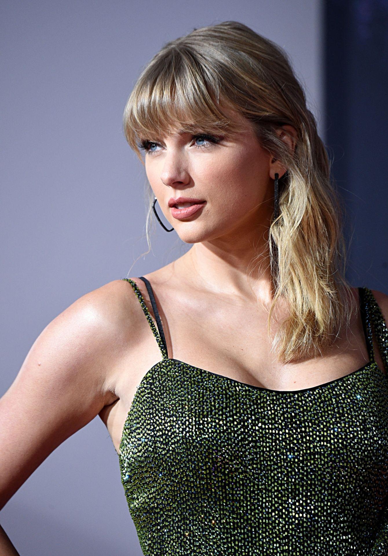 Taylor Swift Sexy 0042