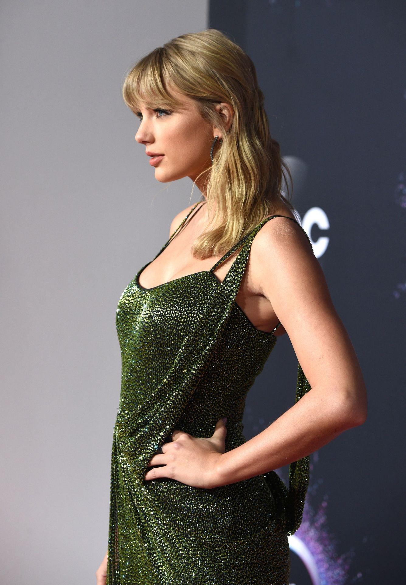 Taylor Swift Sexy 0045