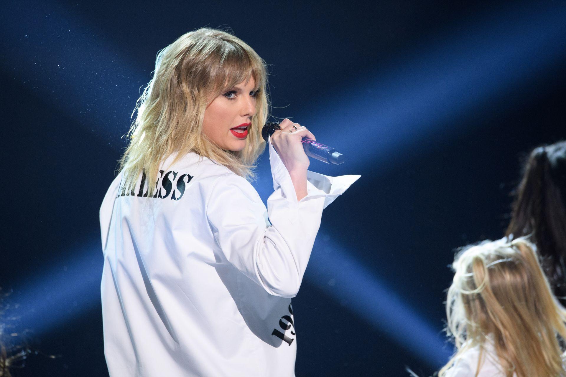 Taylor Swift Sexy 0047