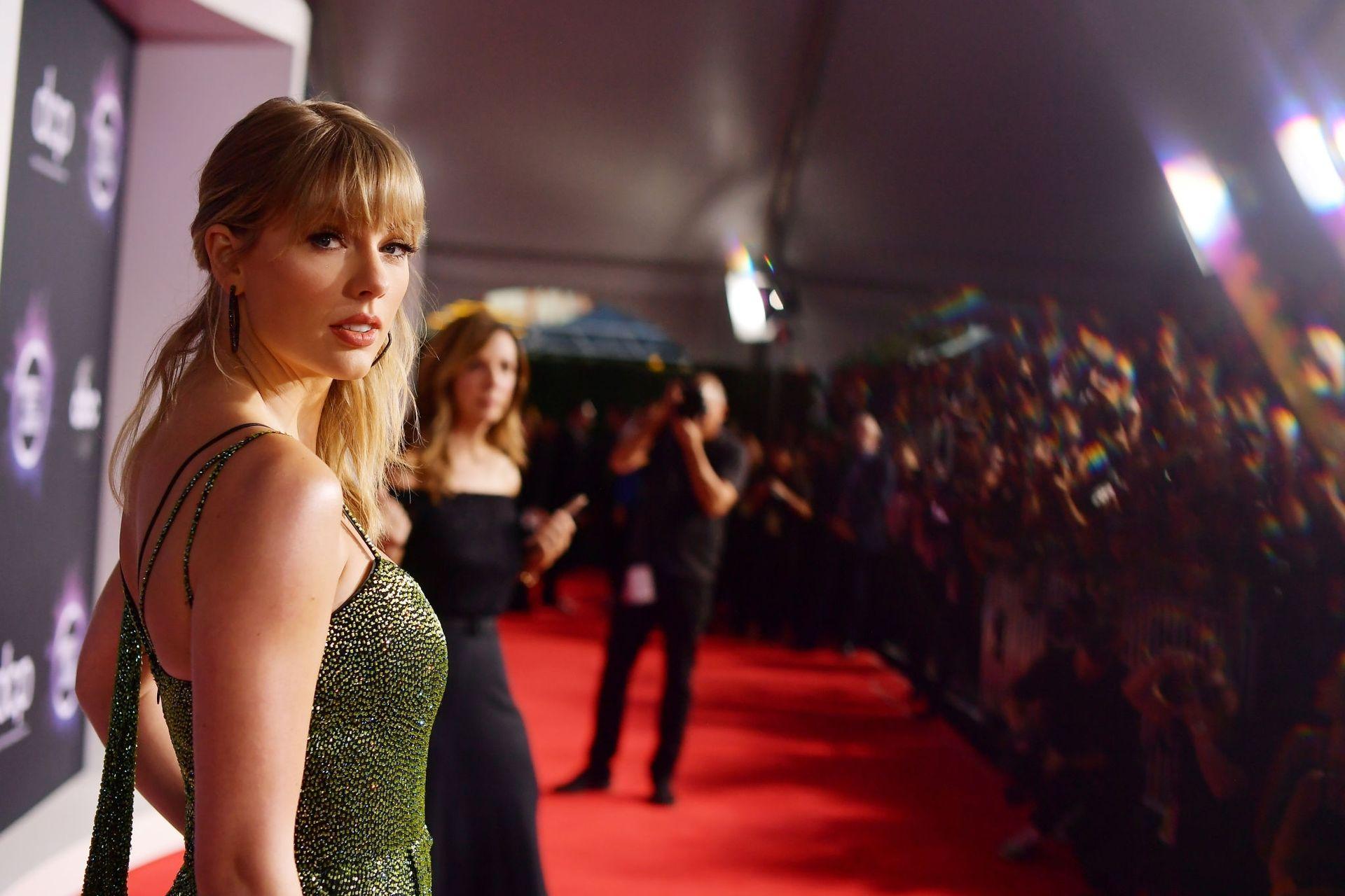 Taylor Swift Sexy 0048