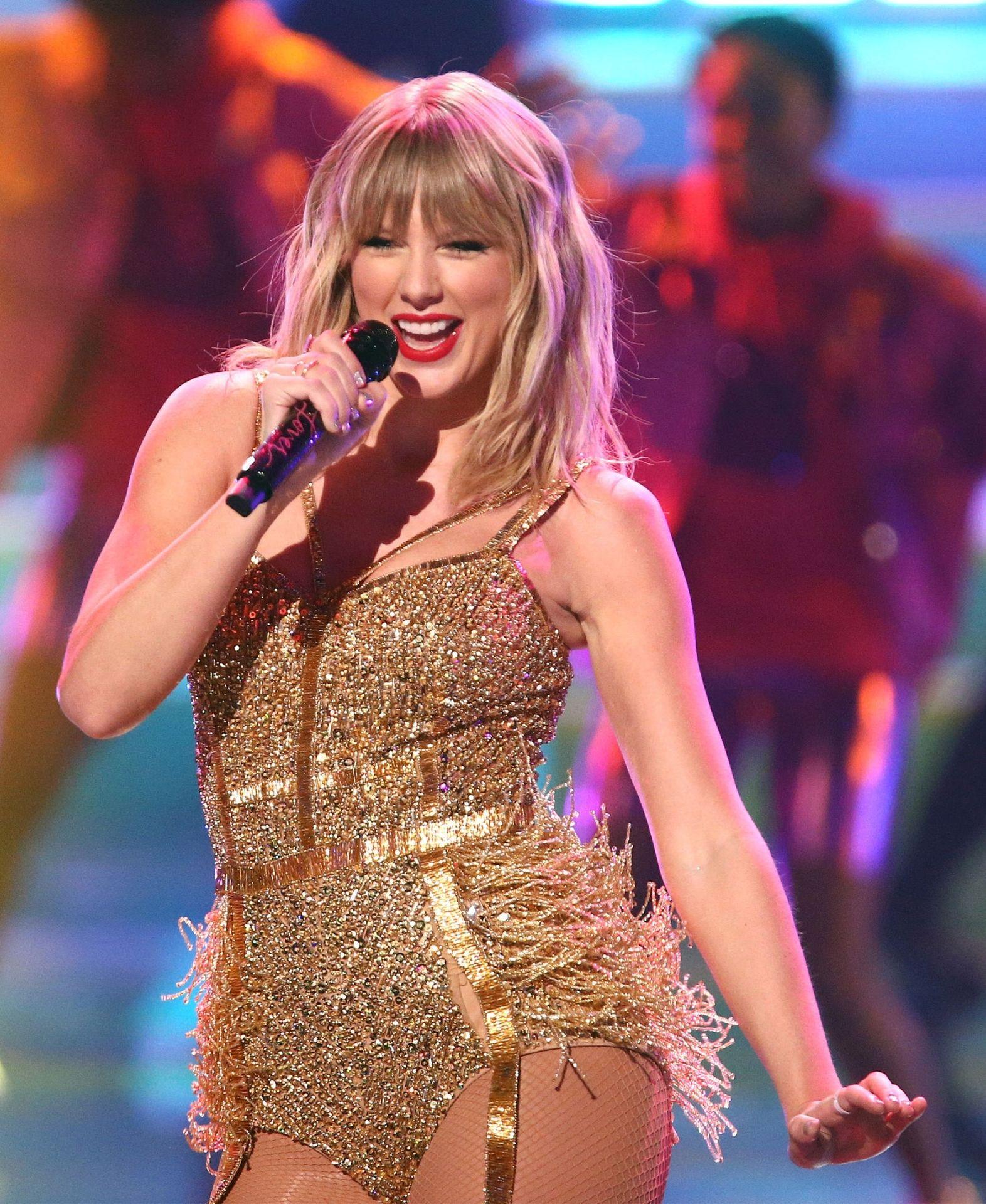 Taylor Swift Sexy 0052