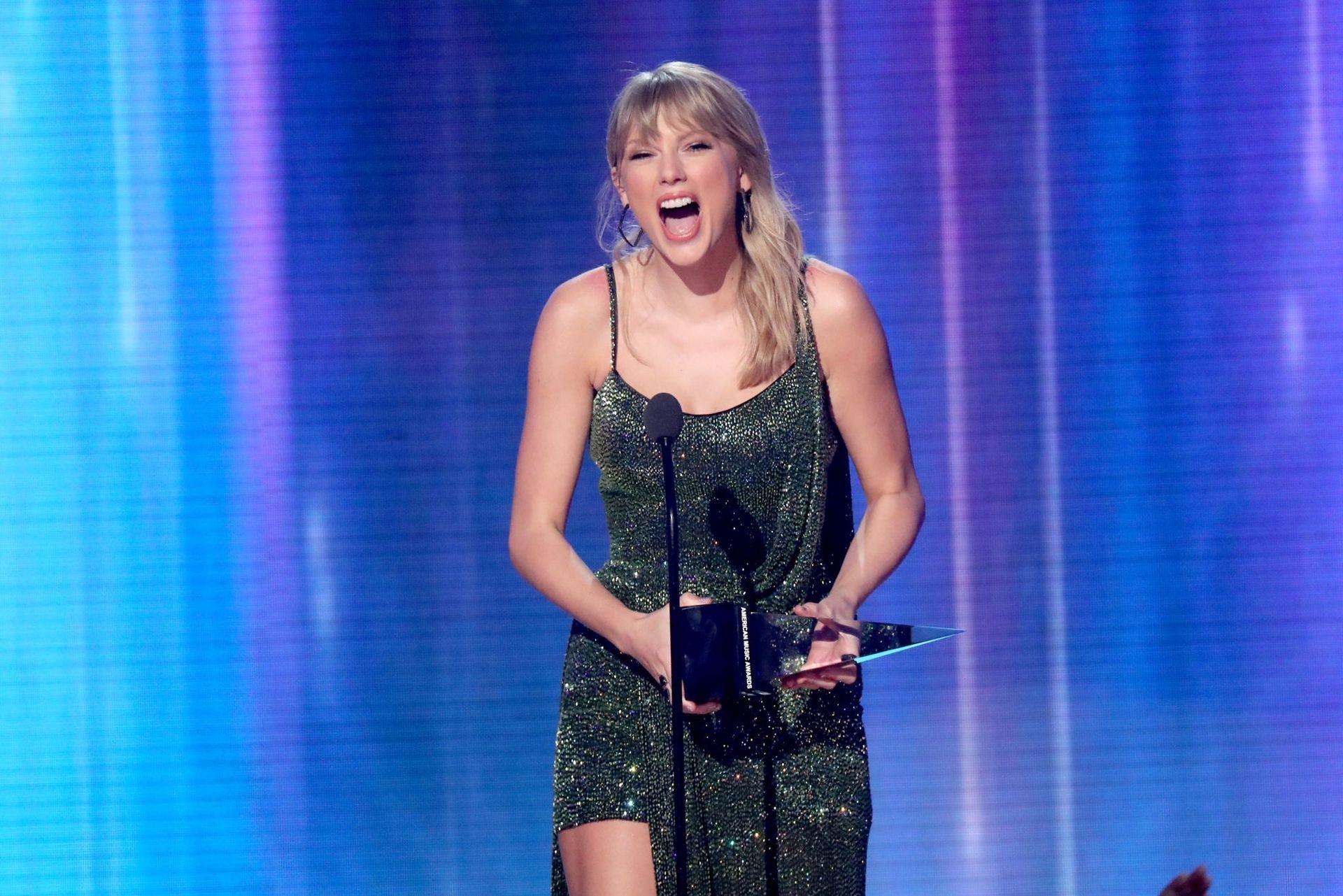 Taylor Swift Sexy 0053