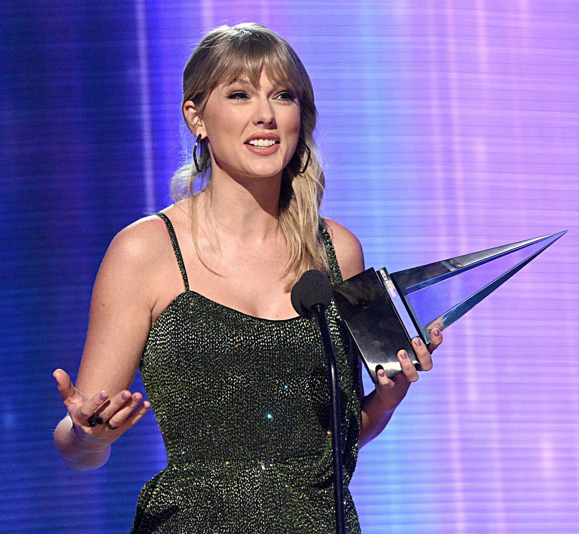 Taylor Swift Sexy 0054