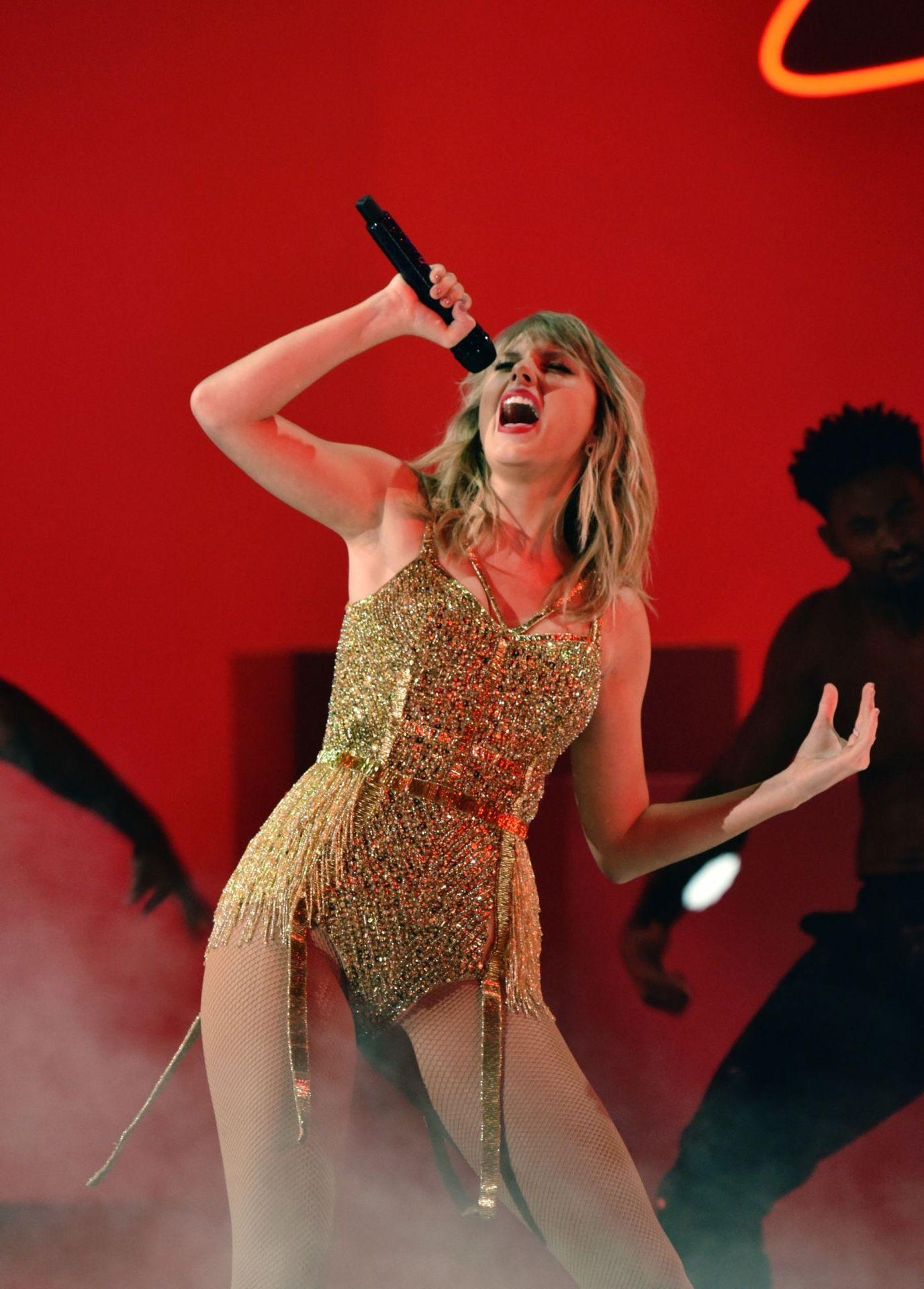 Taylor Swift Sexy 0055
