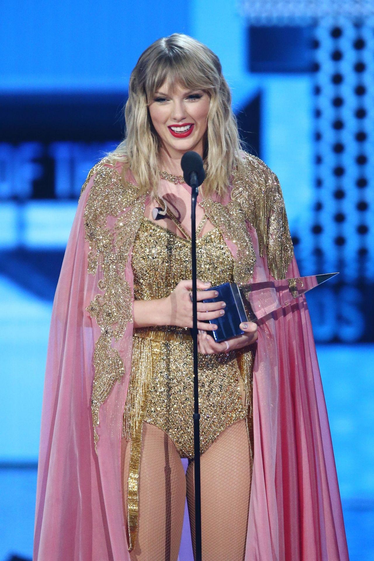 Taylor Swift Sexy 0067