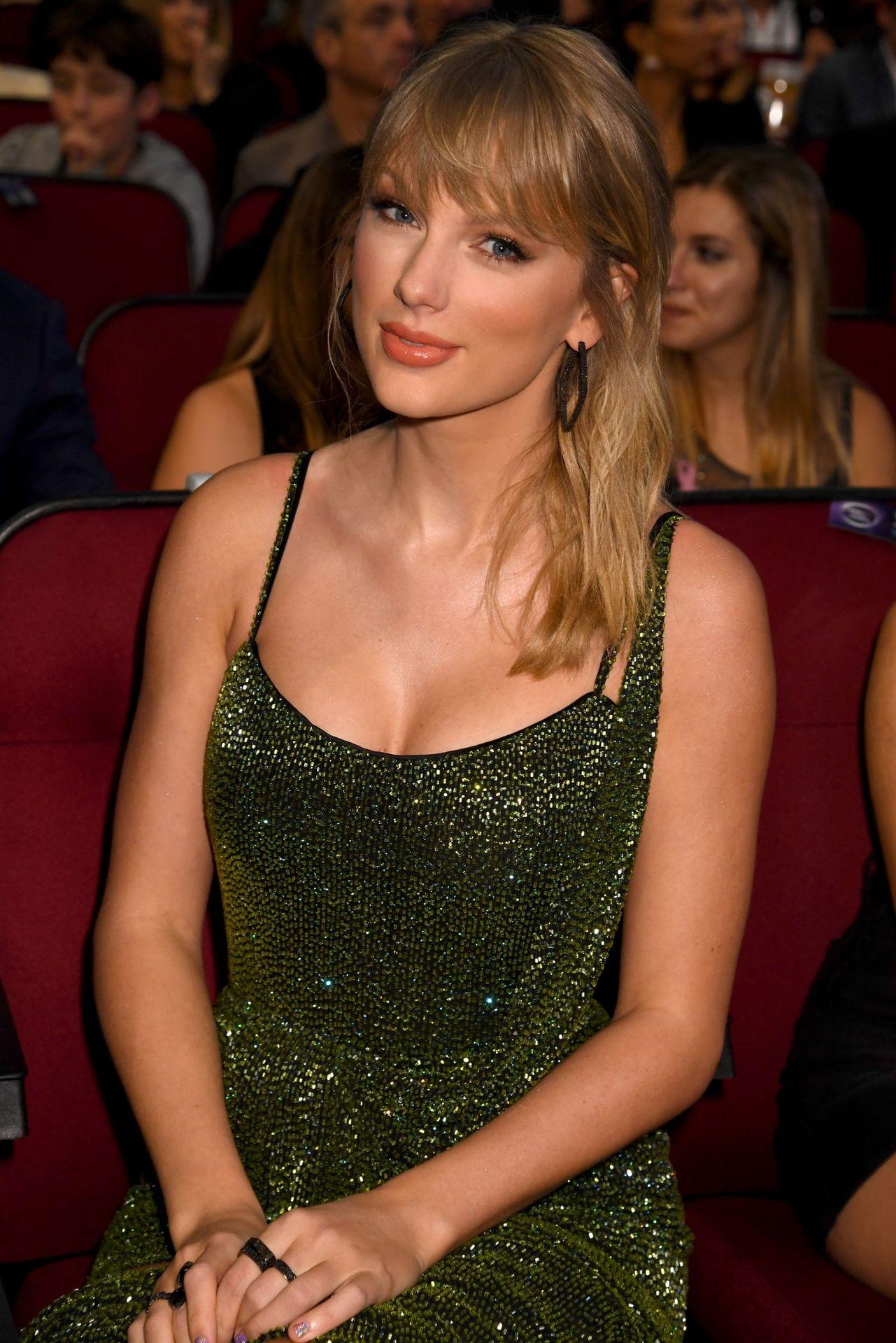 Taylor Swift Sexy 0069