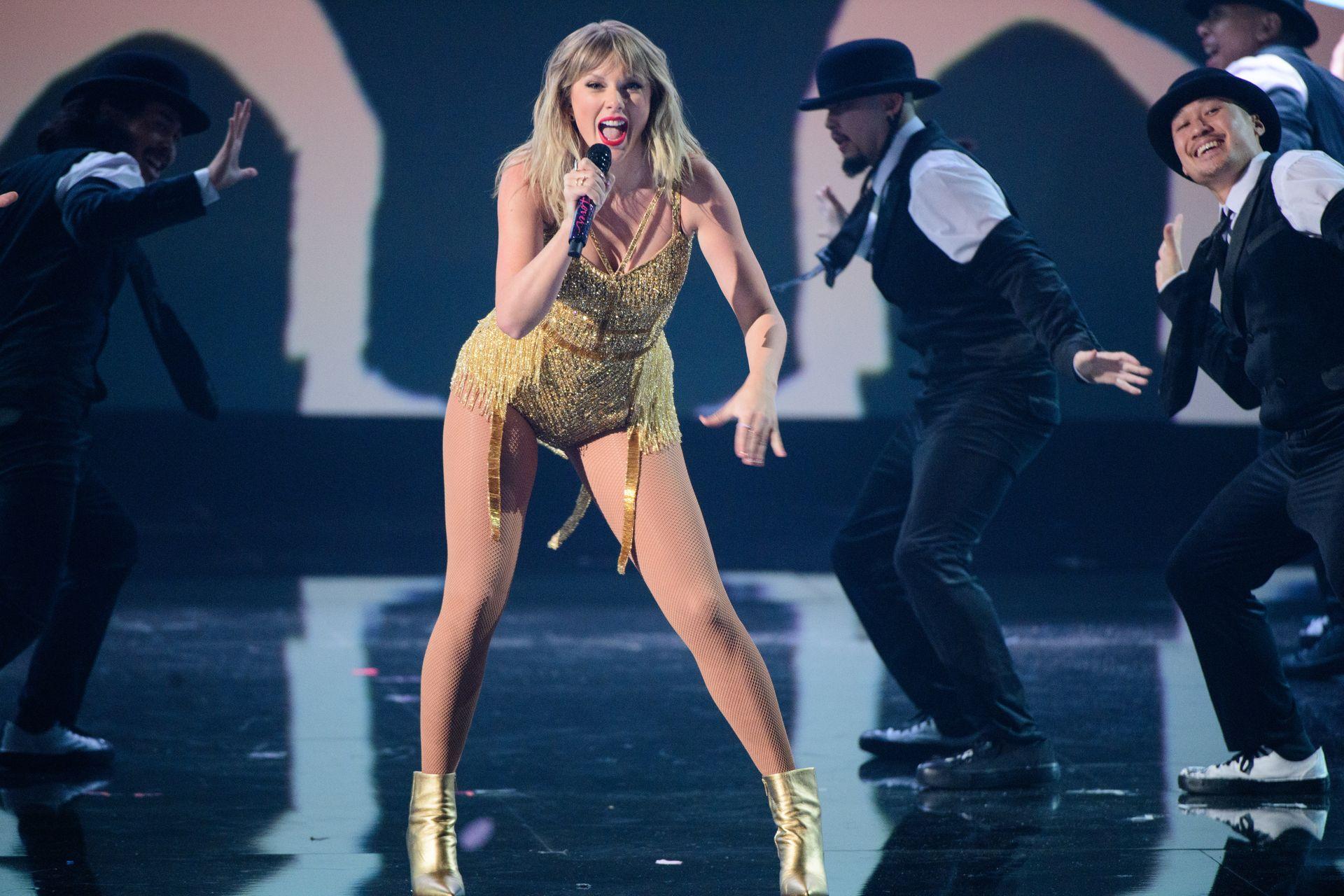 Taylor Swift Sexy 0070