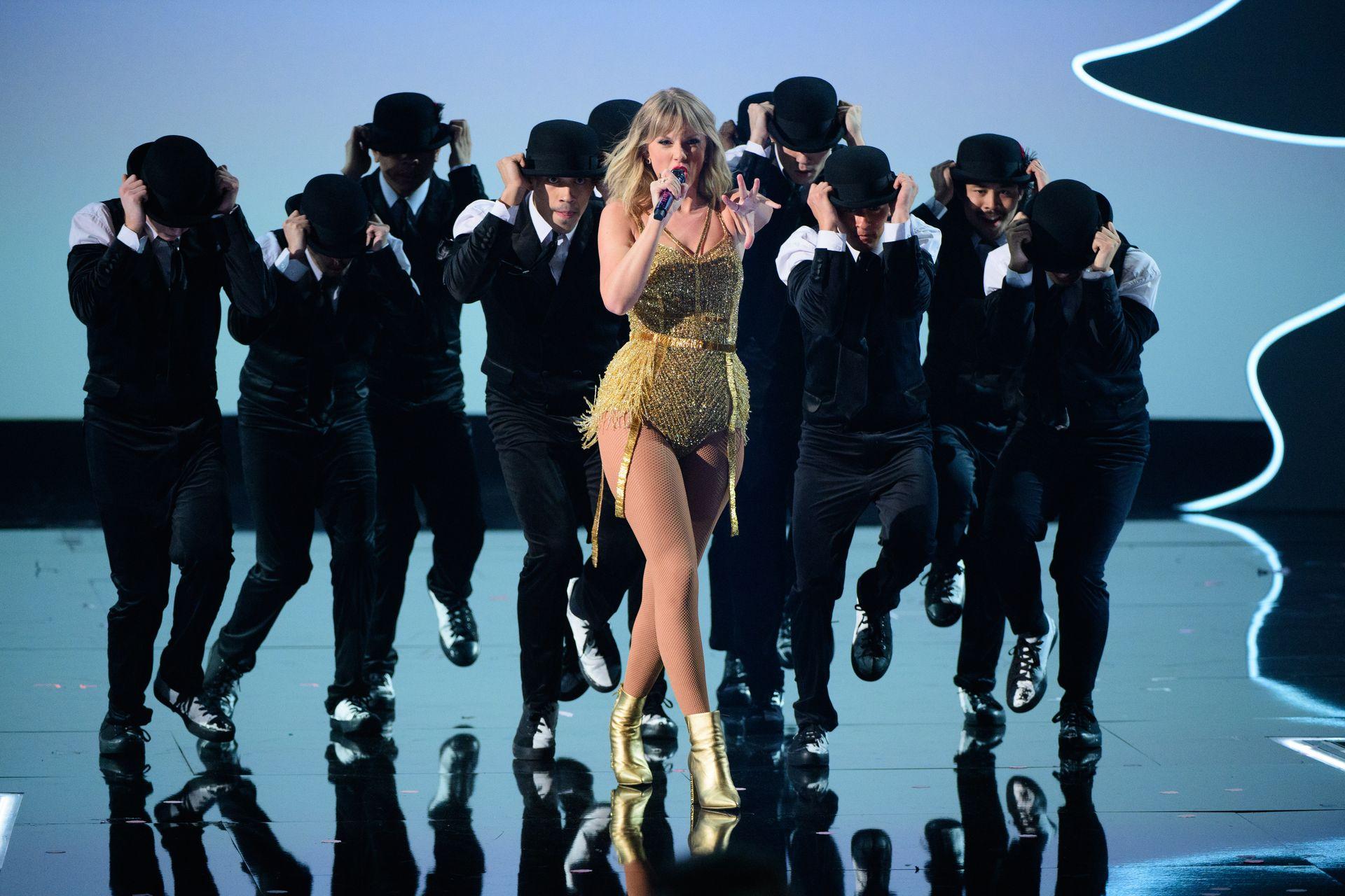 Taylor Swift Sexy 0071