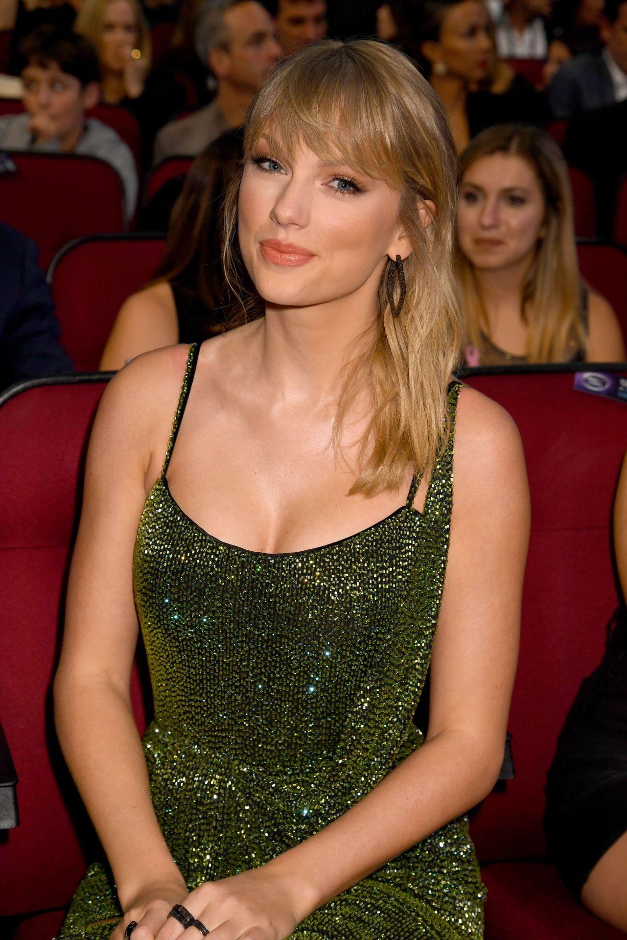 Taylor Swift Sexy 0073
