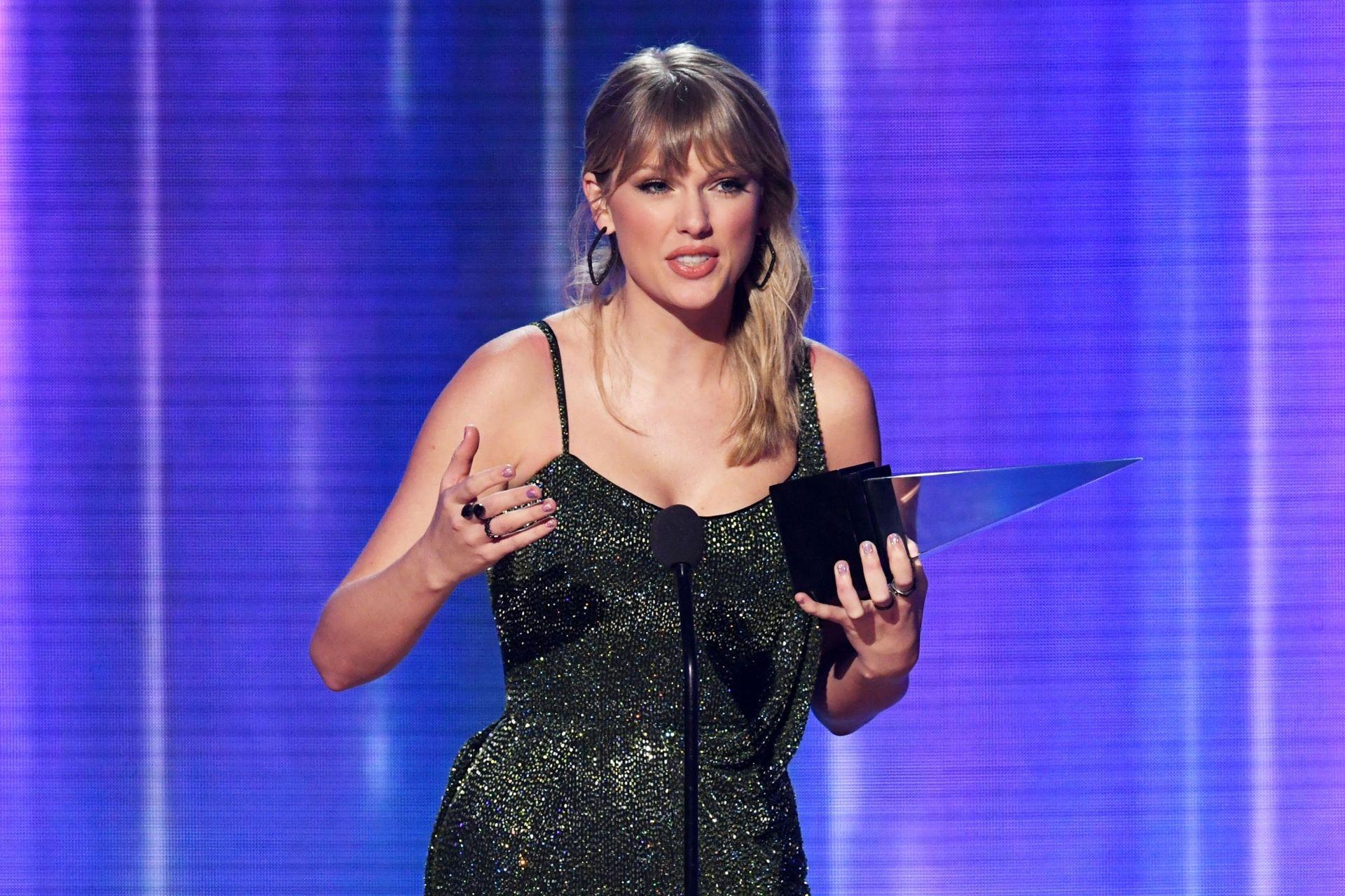 Taylor Swift Sexy 0074