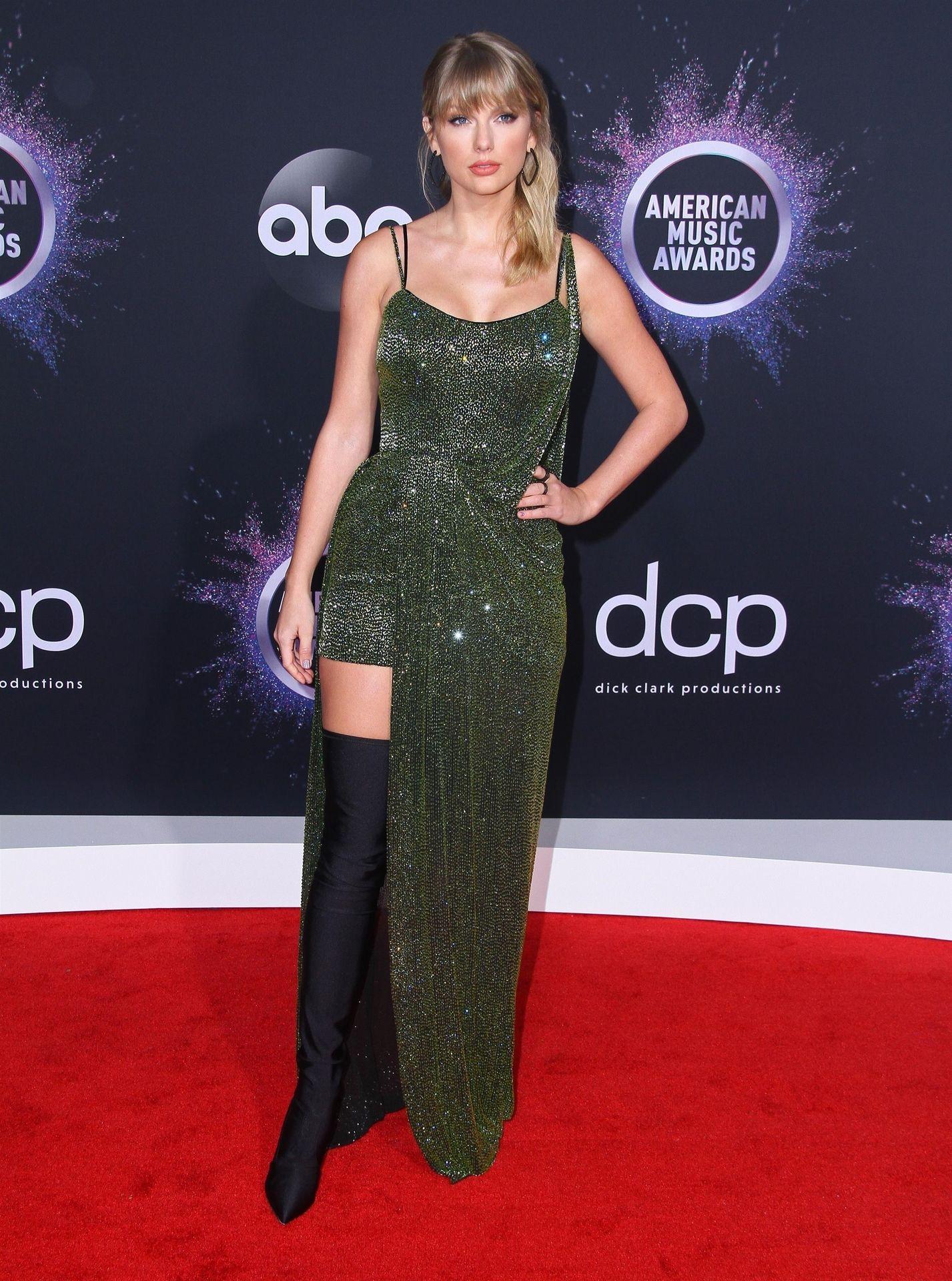 Taylor Swift Sexy 0080