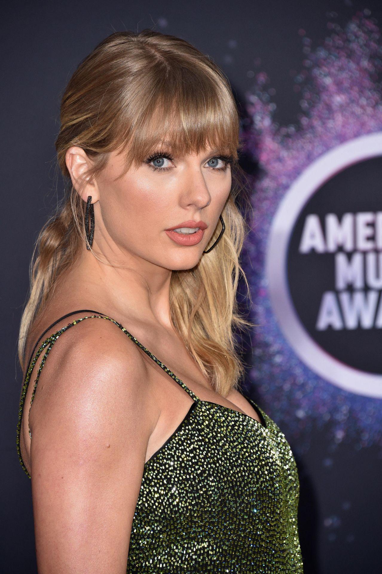 Taylor Swift Sexy 0086