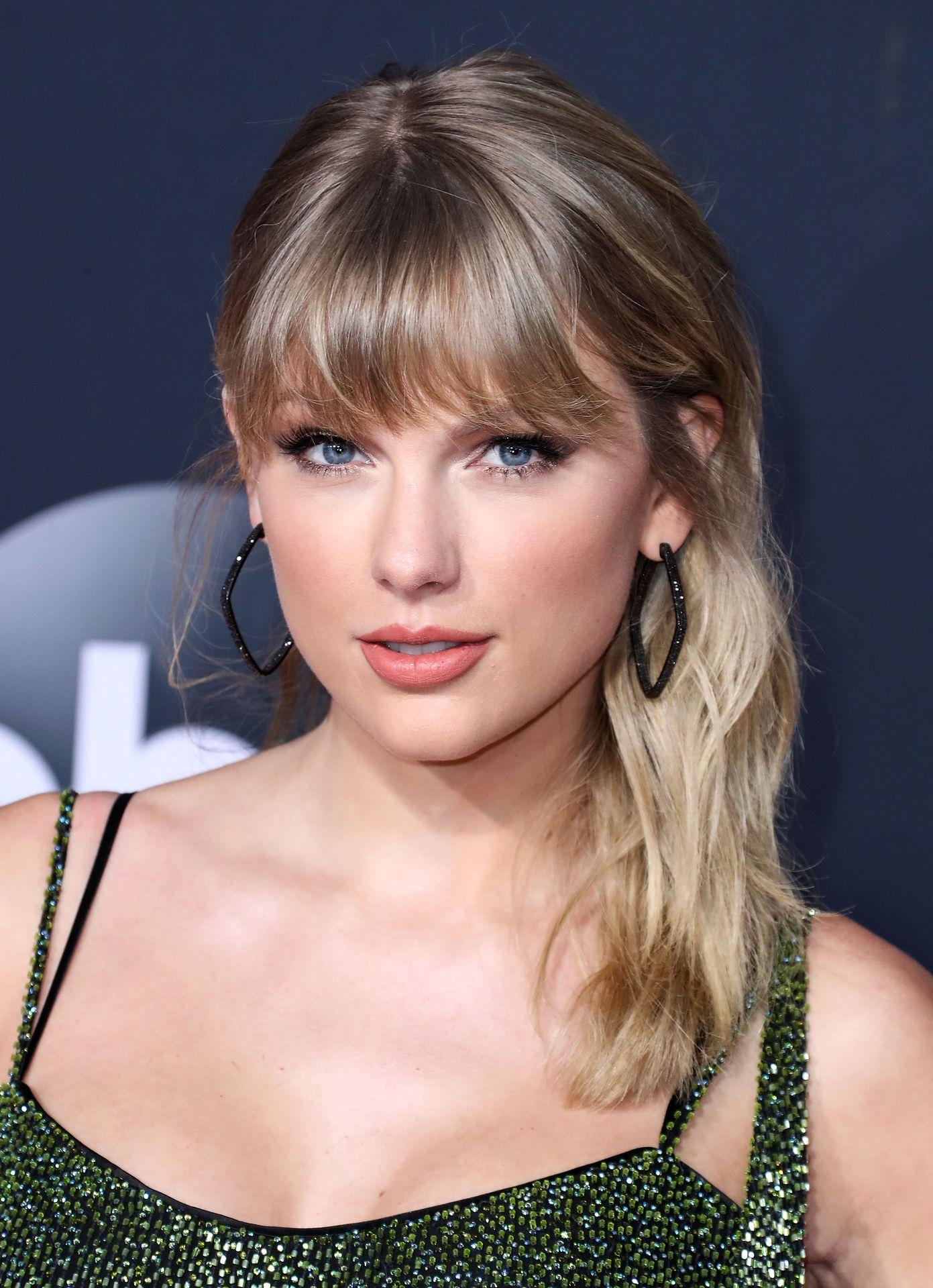 Taylor Swift Sexy 0088