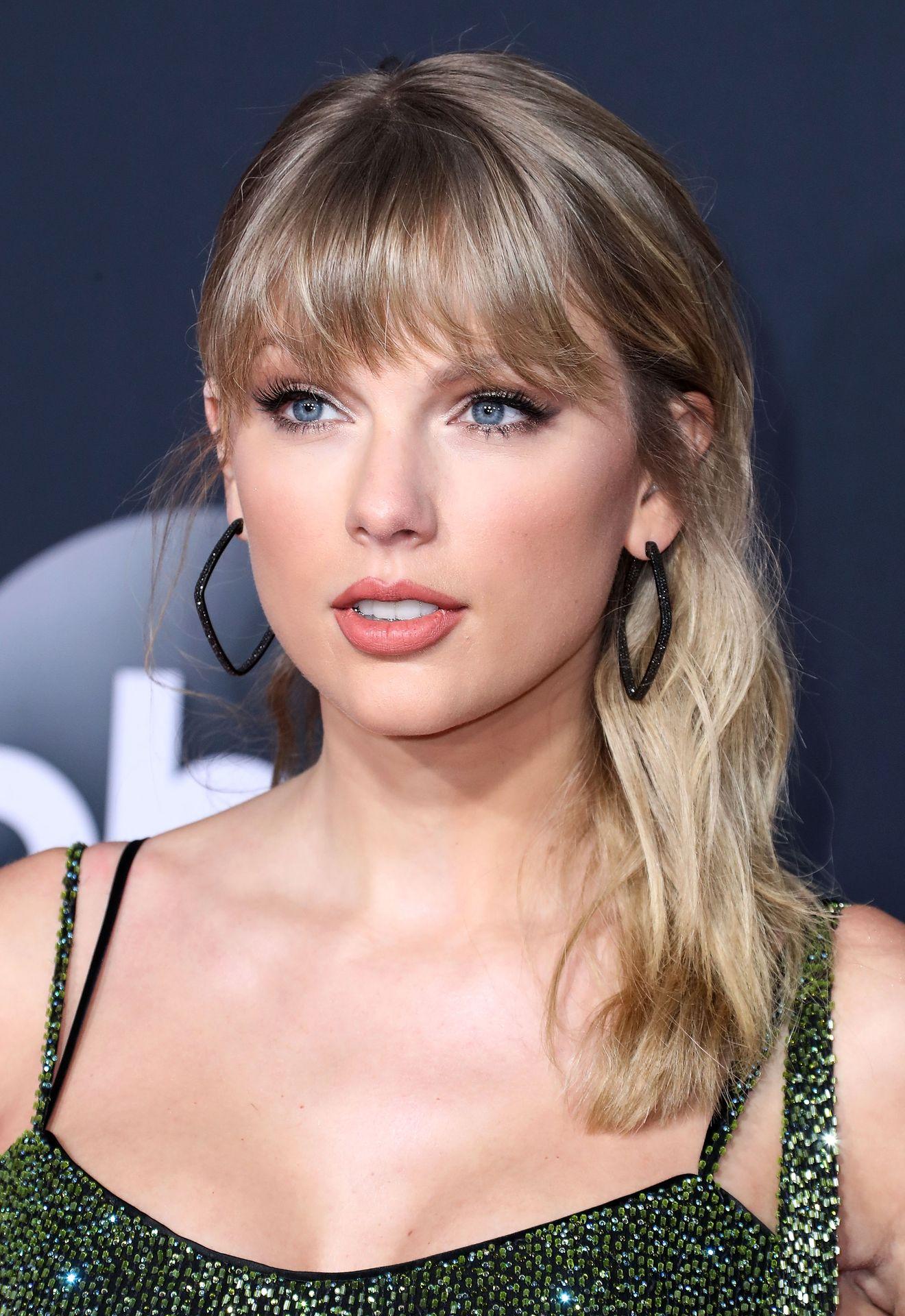 Taylor Swift Sexy 0090