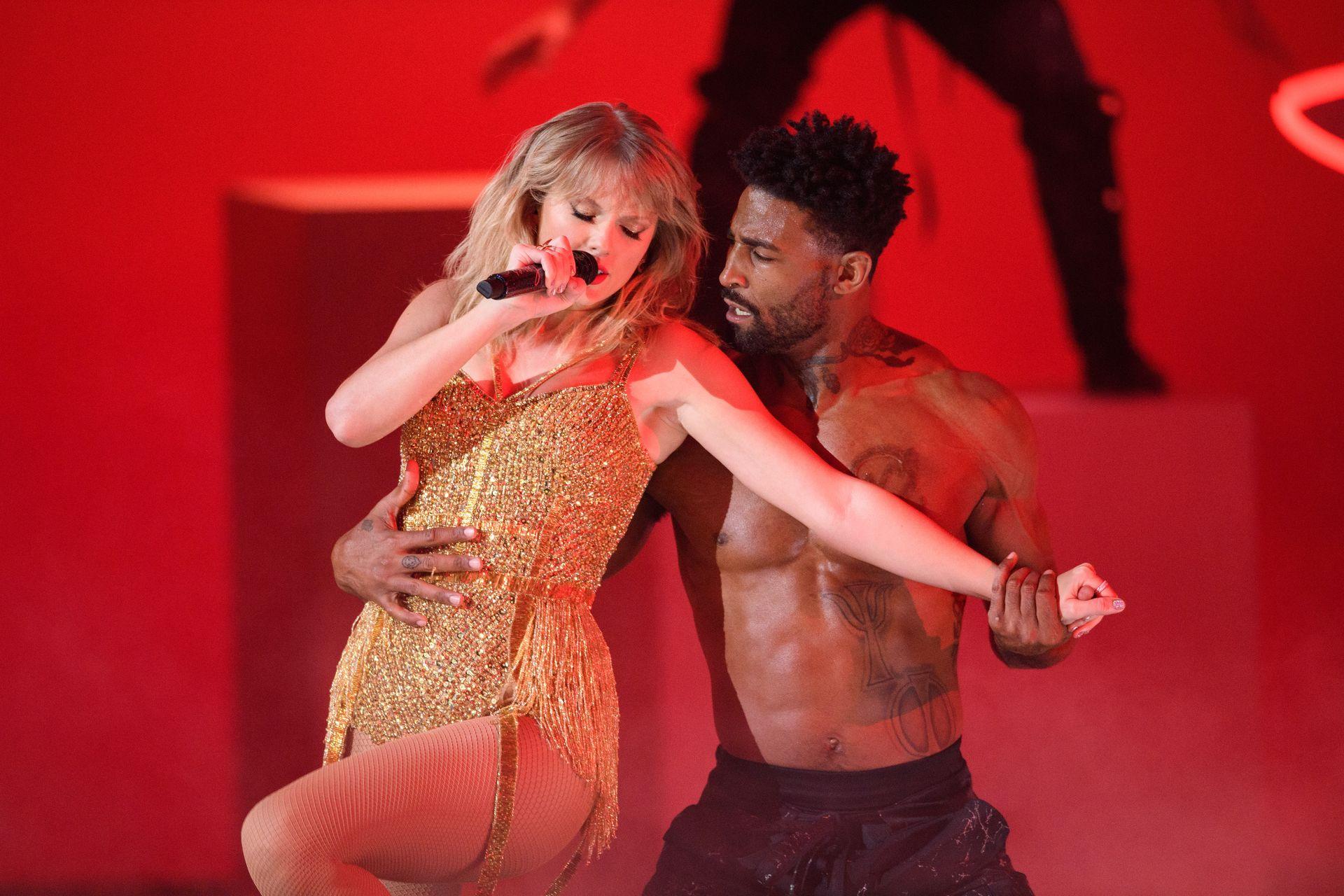 Taylor Swift Sexy 0091